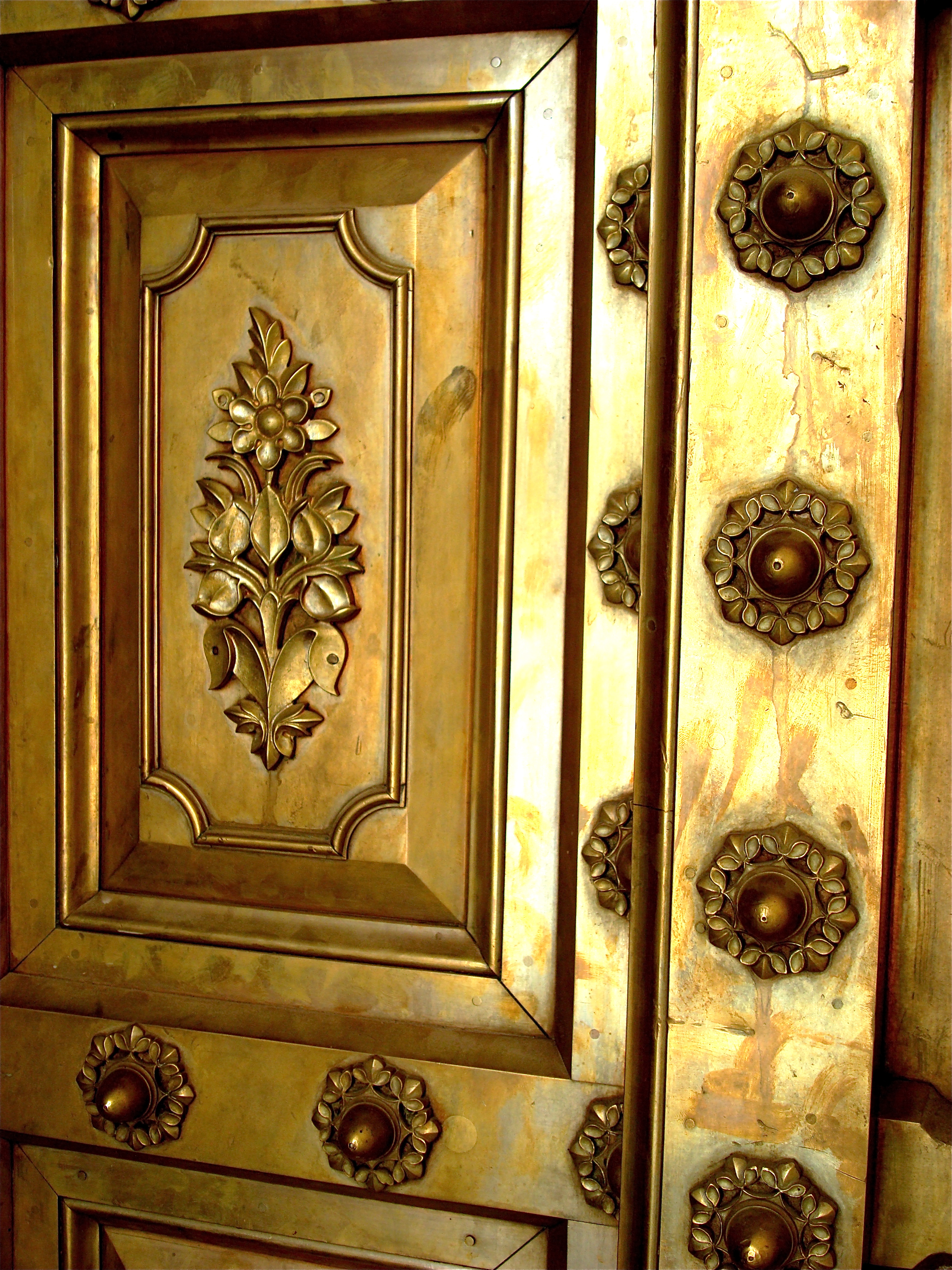 FileBrass door at City Palace Jaipur.jpg & File:Brass door at City Palace Jaipur.jpg - Wikimedia Commons