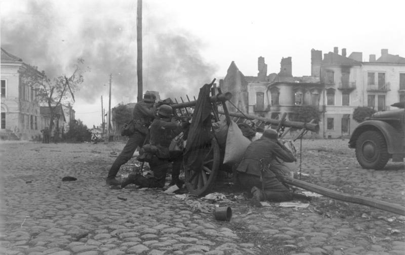 Bundesarchiv Bild 101I-012-0037-23A, Polen, Straßenkampf, Infanterie.jpg