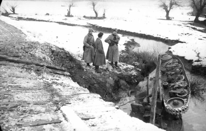 Guérilla et contre-guérilla dans les Balkans [Dossier photo] Bundesarchiv_Bild_101I-173-1103-19,_Balkan,_Beutepanzer_H39
