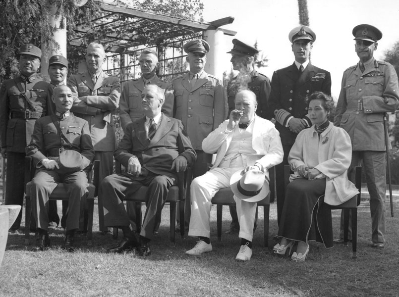 Carton de Wiart in the Cairo Conference, behind Soong Mei-ling on the right. From left to right: Generalissimo Chiang Kai-shek, US President Franklin Delano Roosevelt, British Prime Minister Winston Churchill and Madame Chiang Kai-shek. Back row, Chinese Generals Chang Chen and Ling Wei; American Generals Somervell, Stilwell and Arnold; and senior British officers, Field Marshal Sir John Dill, Admiral Lord Louis Mountbatten.