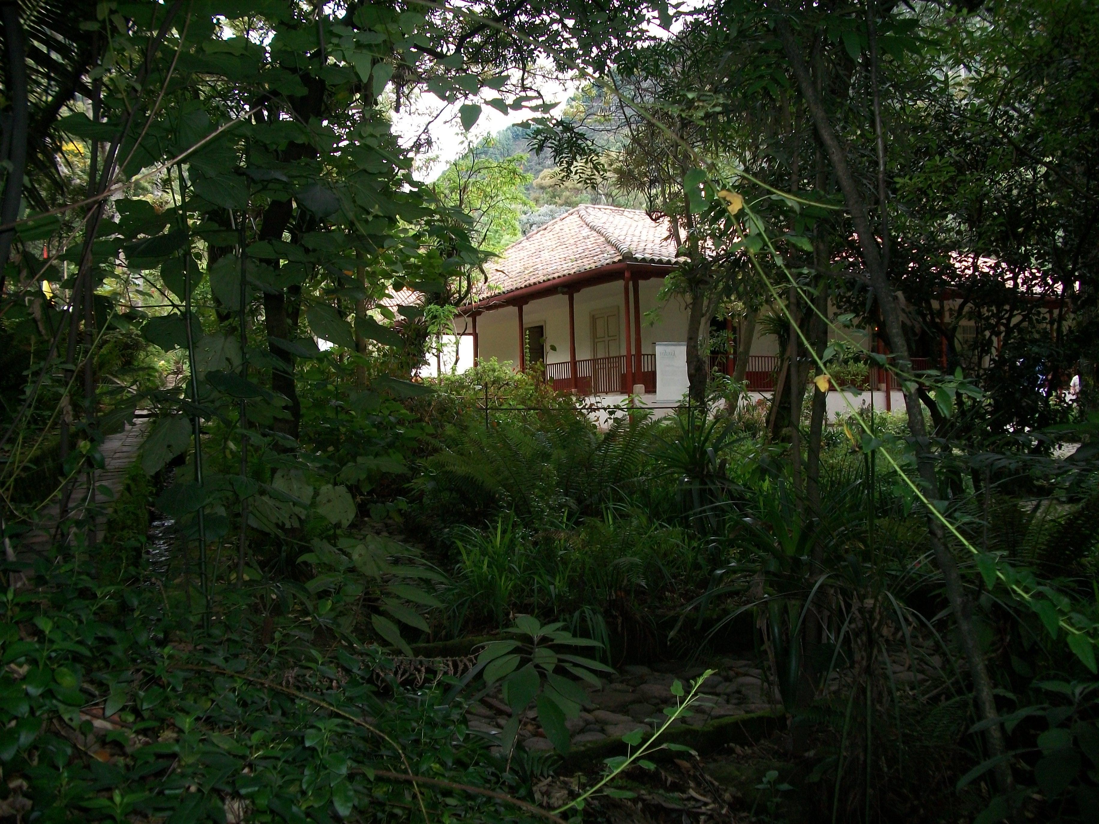 Archivo casa de la quinta de bol var desde el jard n jpg for Jardines de casas quintas