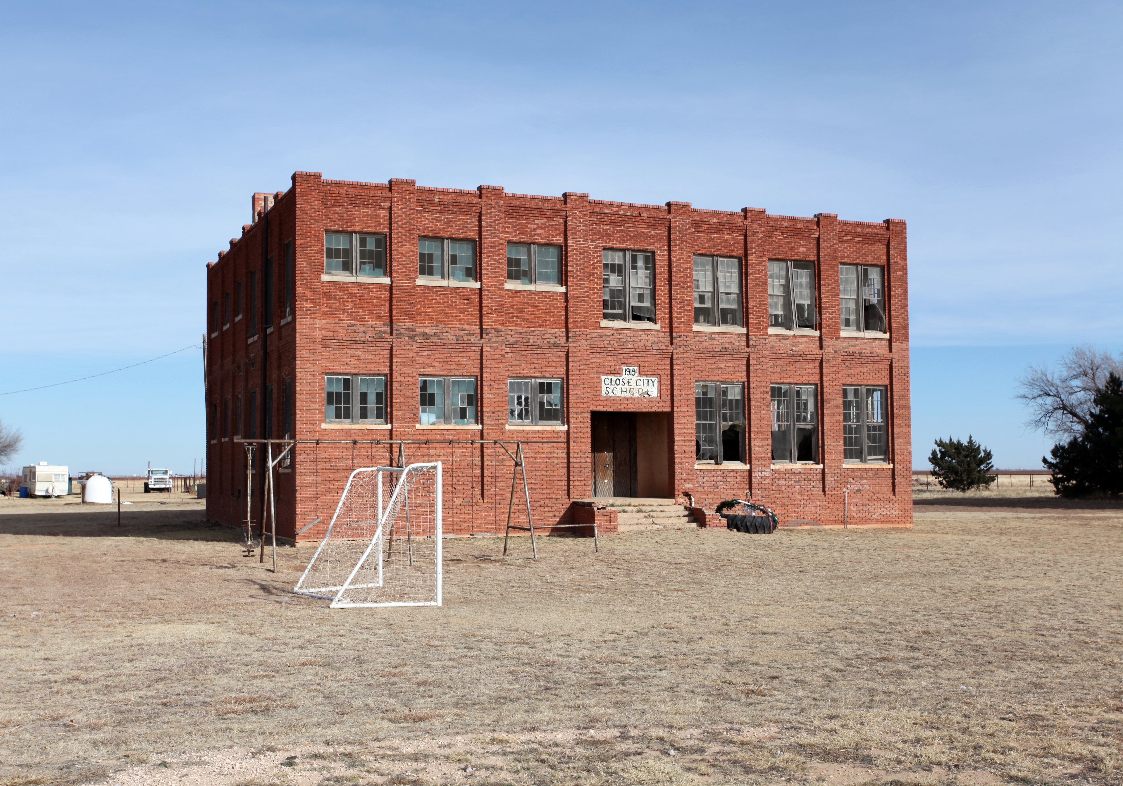 File close city texas abandoned wikimedia commons - The house in the abandoned school ...