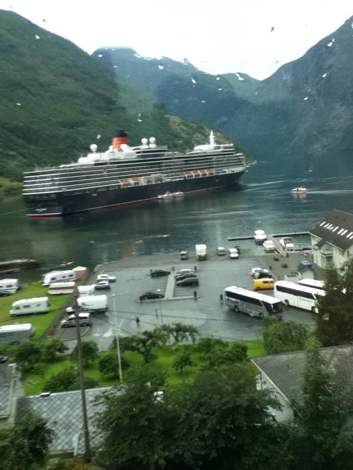 File Cunard S Cruise Ship The Queen Elizabeth In Port Of