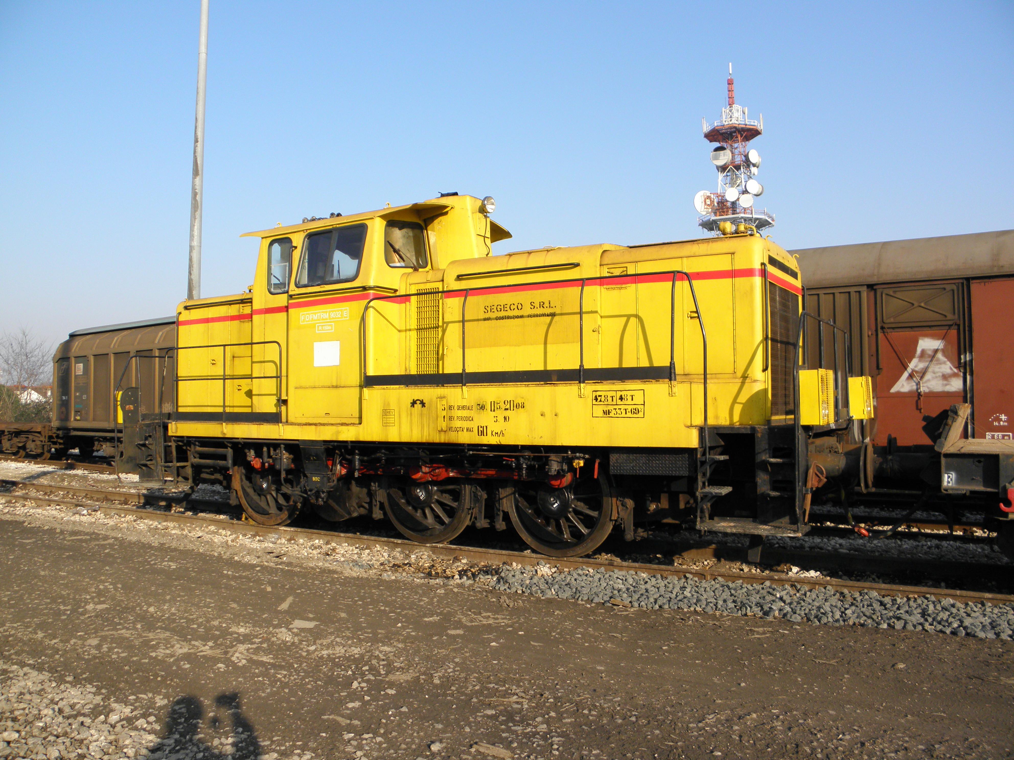 filediesel locomotive in rovigo train stationjpg