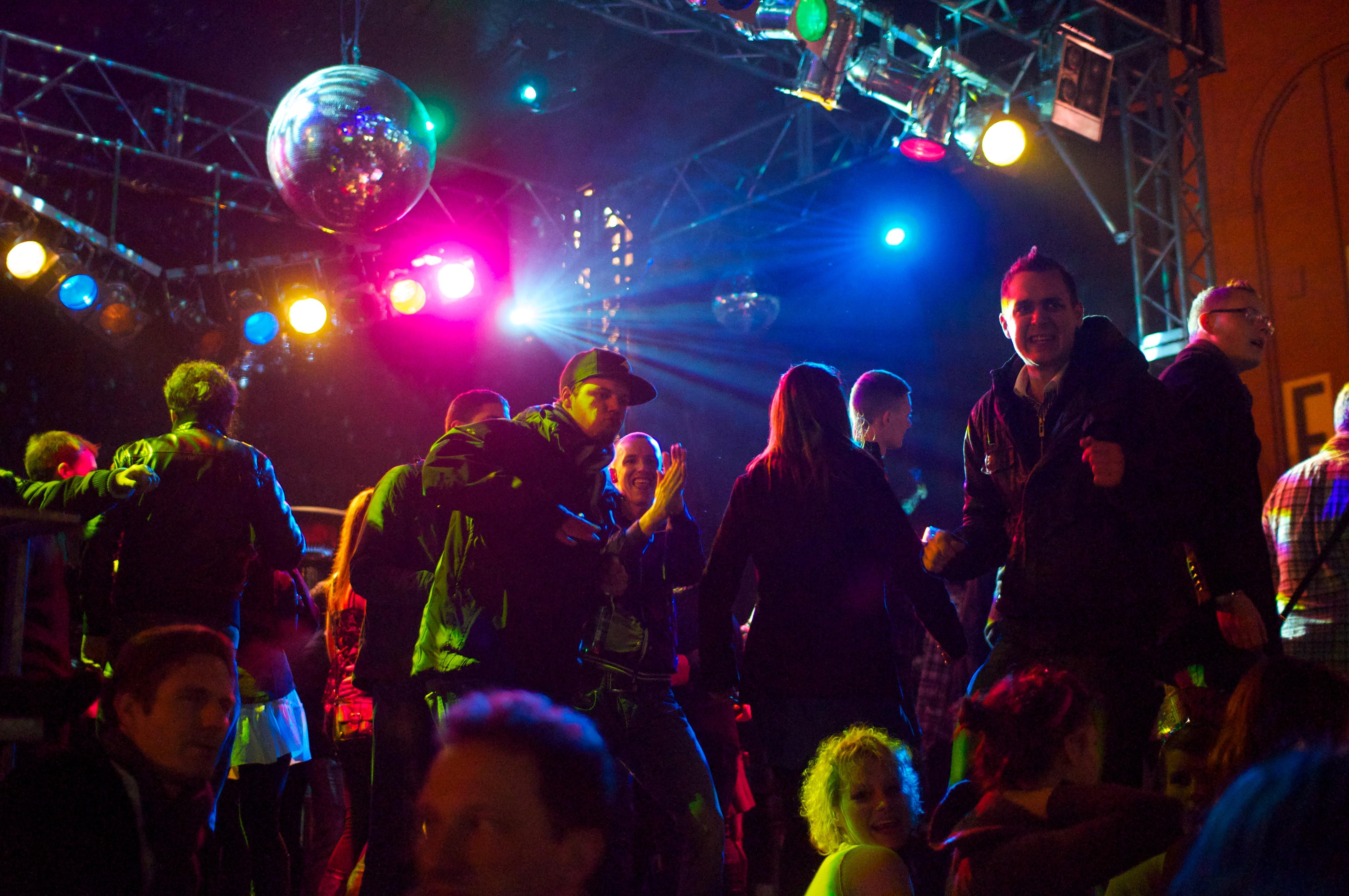 File:Disco dance.jpg - Wikimedia Commons