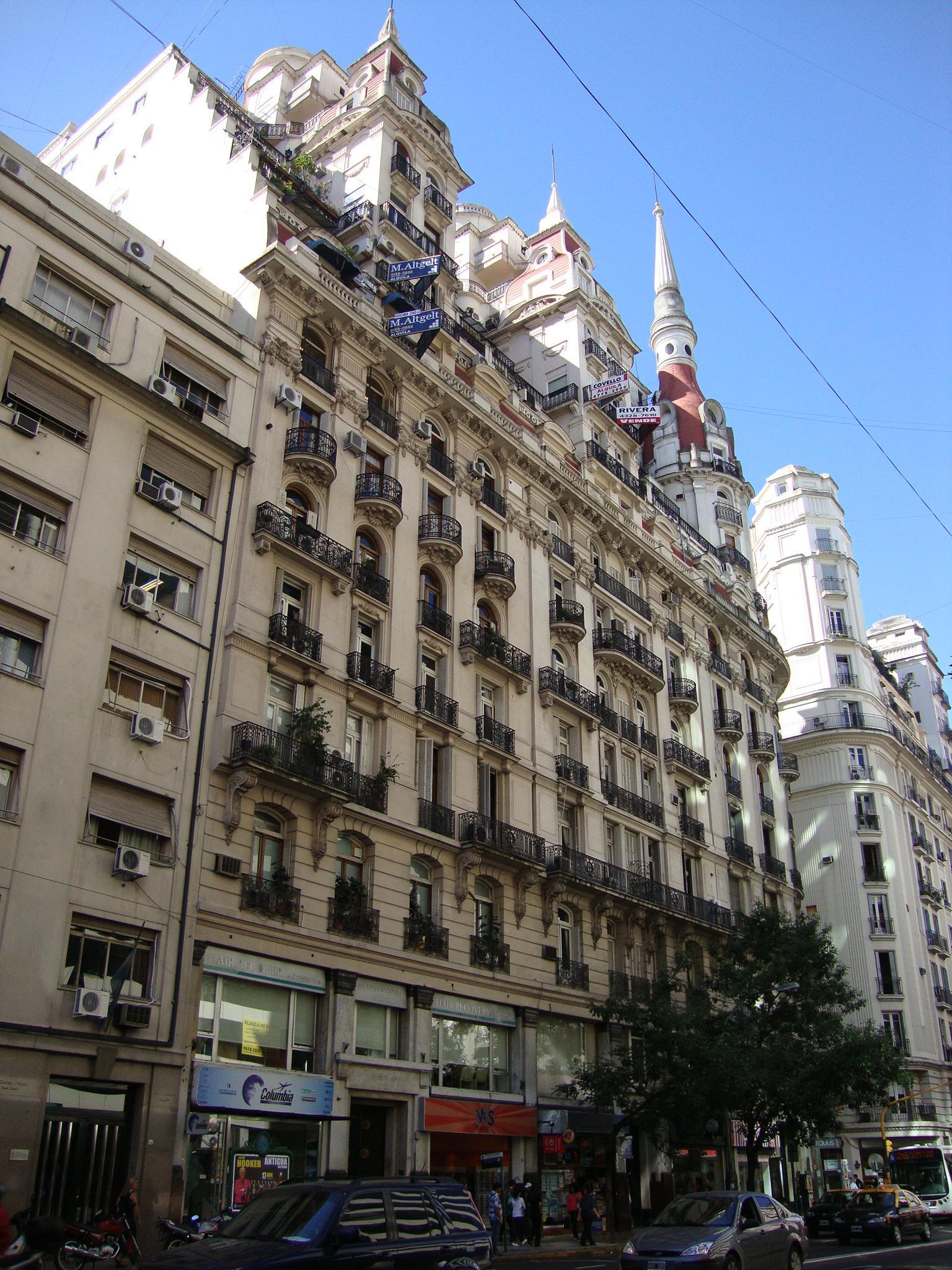 Edificio de departamentos creado por la constructora Bencich Hermanos en 1927. En uno de esos apartamentos vivió Storni.
