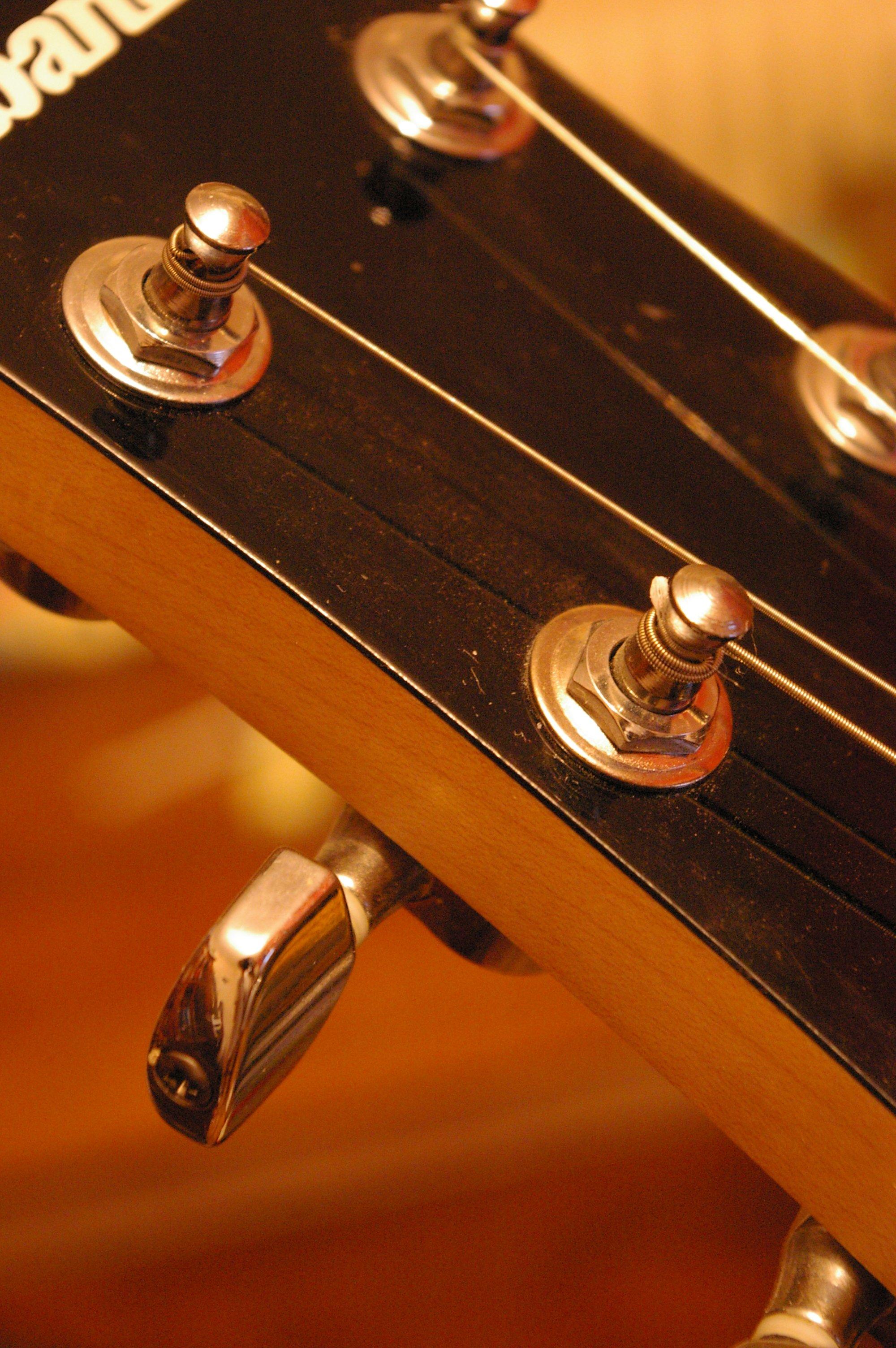 File:Guitare mecanique.jpg - Wikimedia Commons