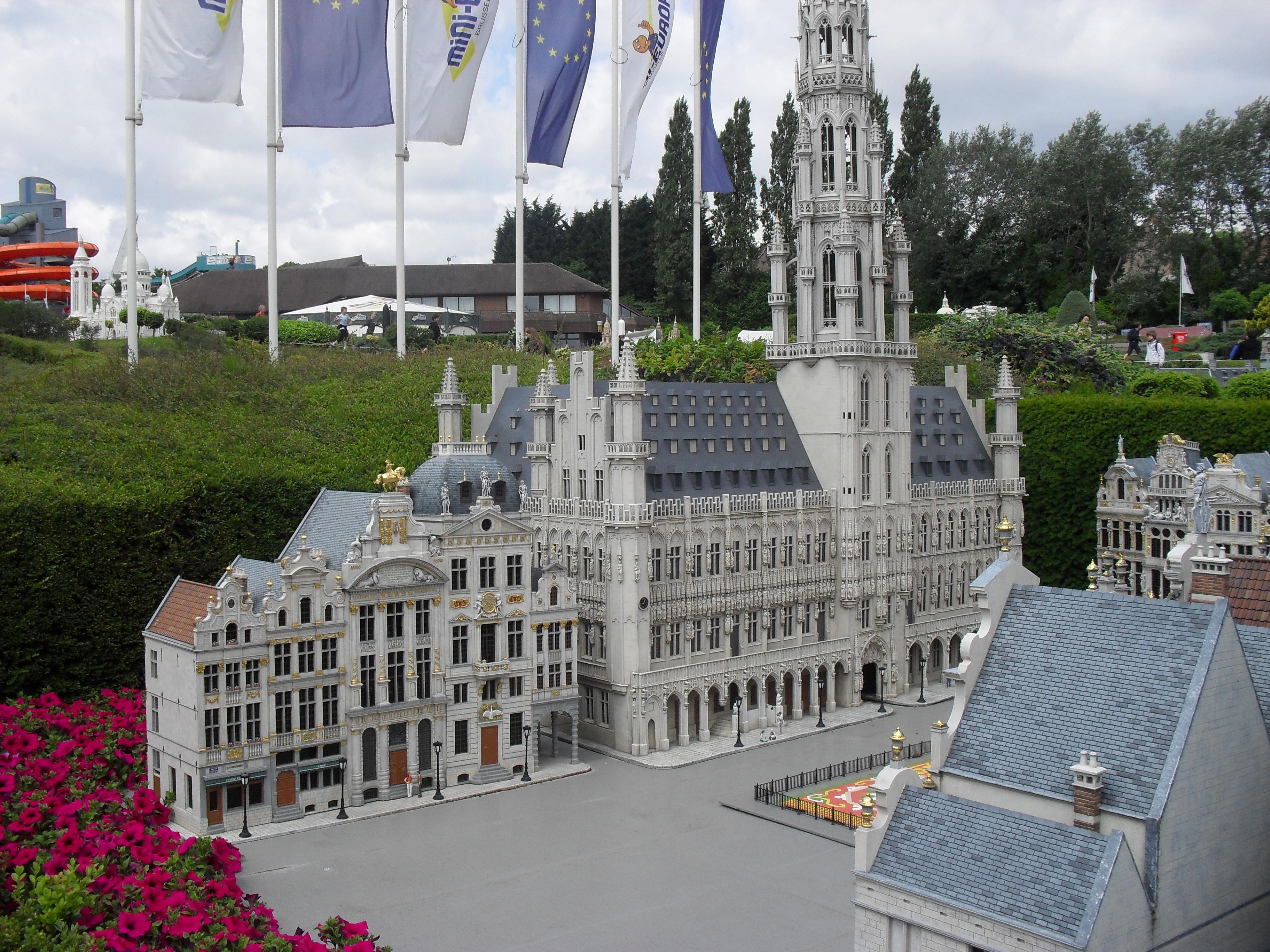 File h tel de ville de bruxelles mini europe jpg for Bruxelles piscine