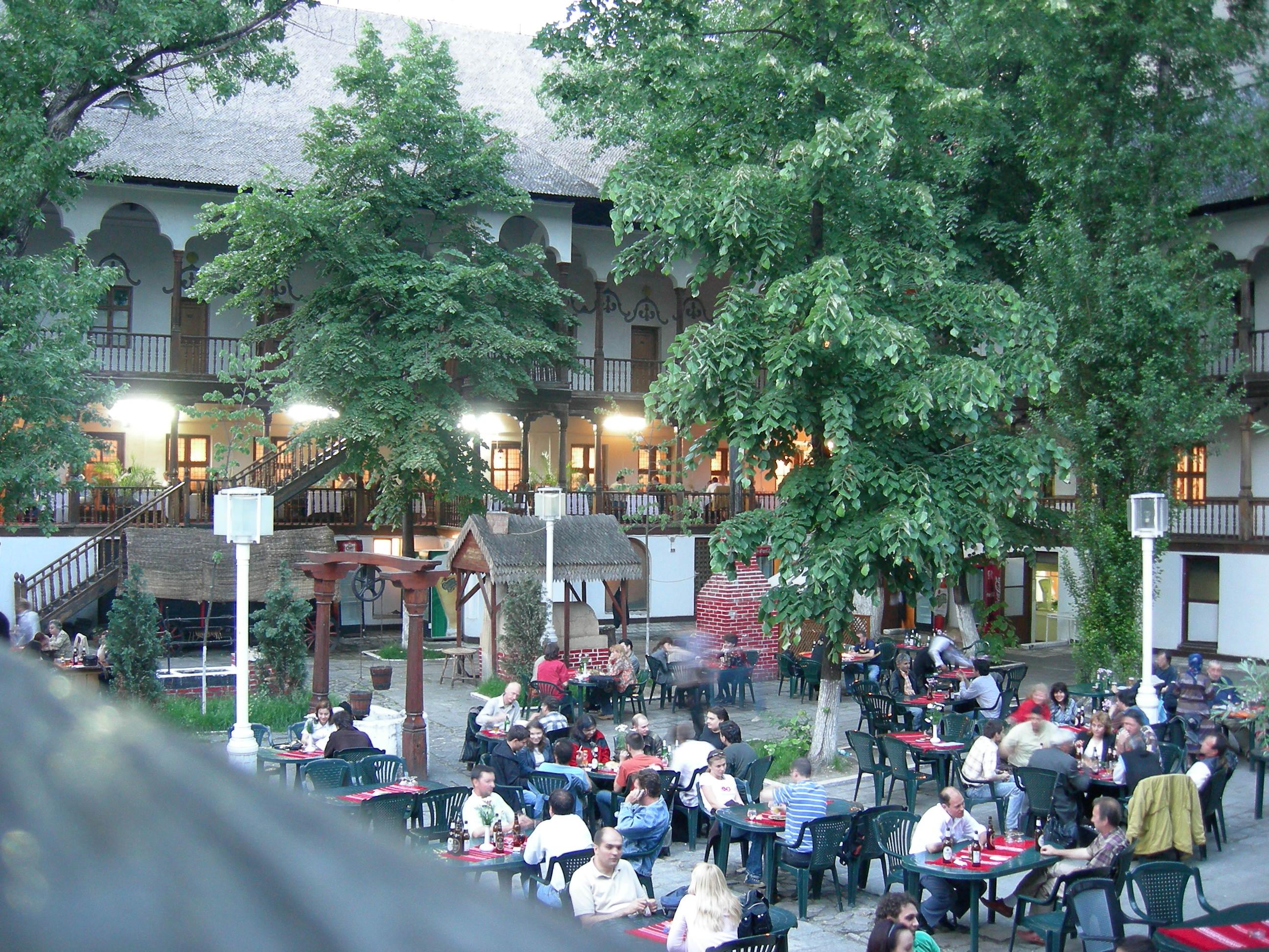 Hanul lui Manuc courtyard
