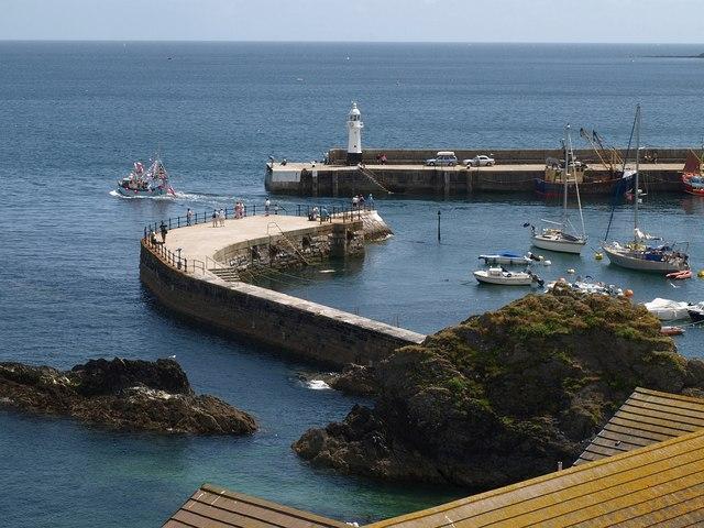 Harbour entrance, Mevagissey - geograph.org.uk - 1389092