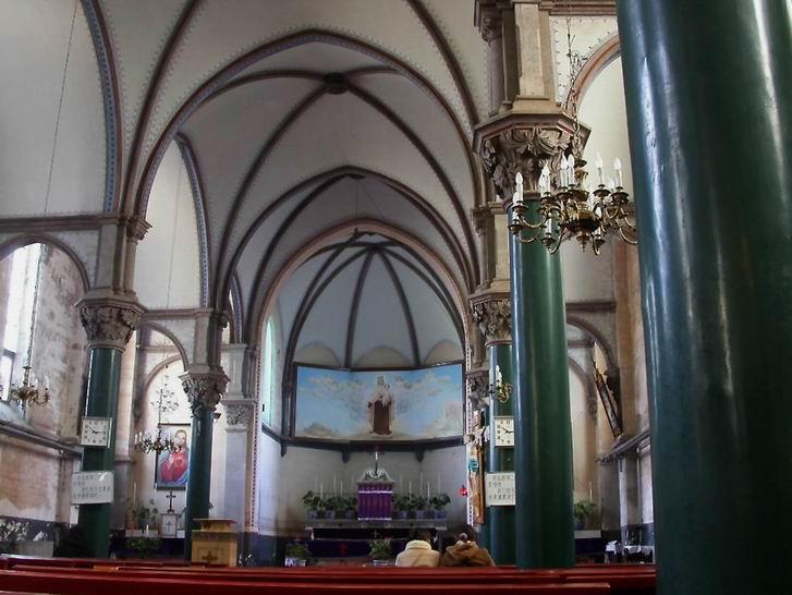 http://upload.wikimedia.org/wikipedia/commons/0/07/Inside_of_westen_beijing_church.jpg