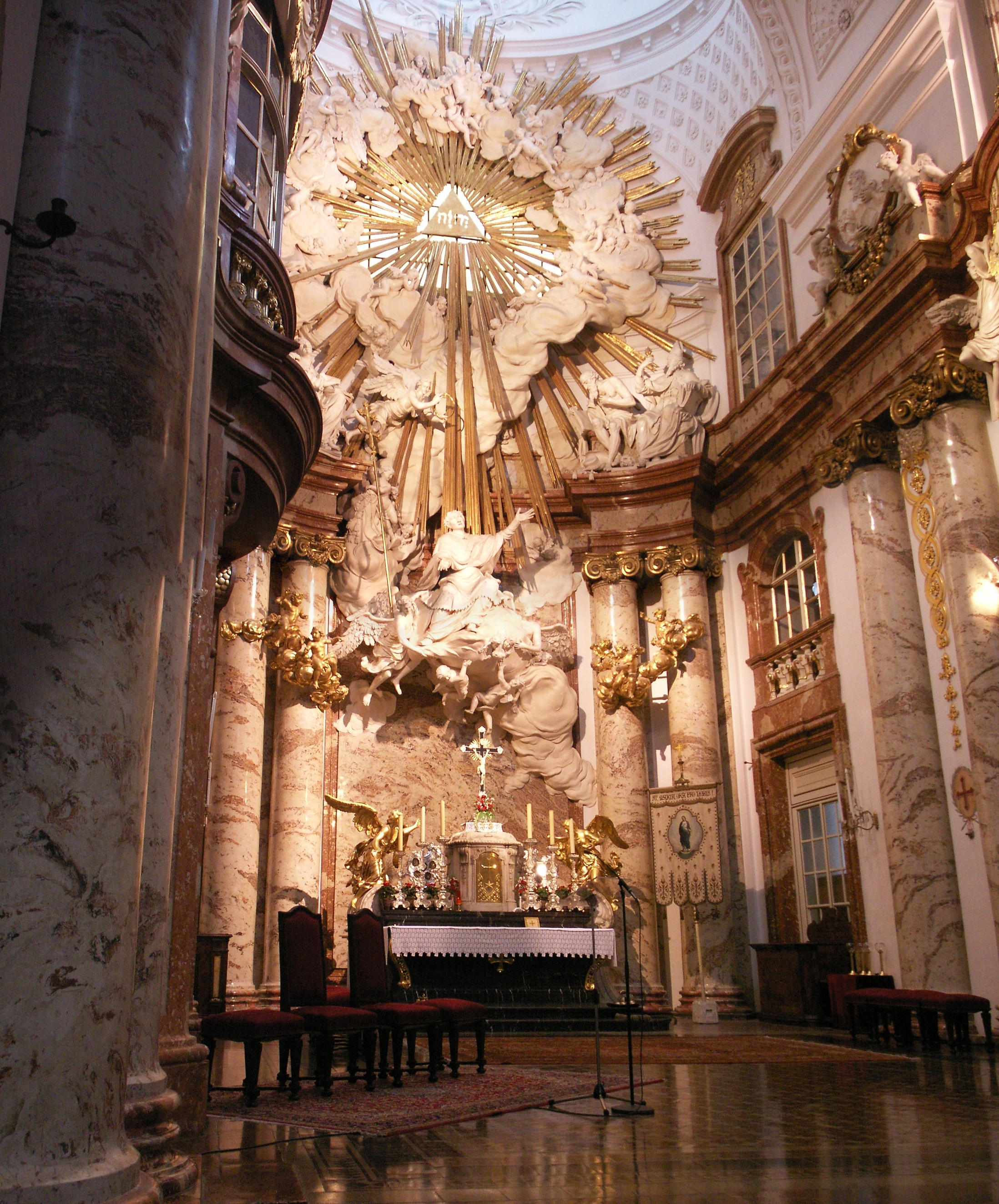 http://upload.wikimedia.org/wikipedia/commons/0/07/Karlskirche4.JPG