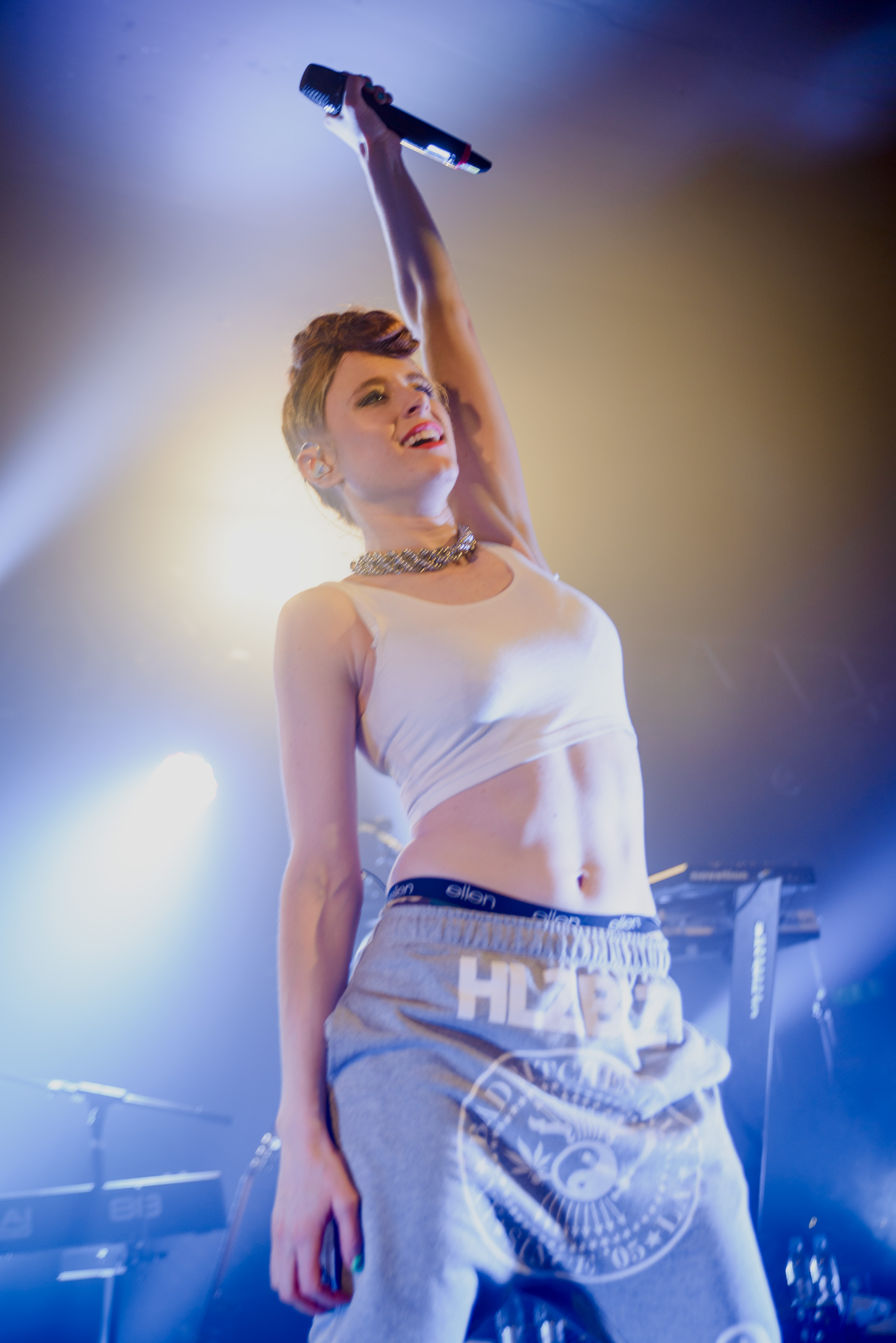 The 29-year old daughter of father (?) and mother(?) Kiesza in 2018 photo. Kiesza earned a  million dollar salary - leaving the net worth at 1 million in 2018