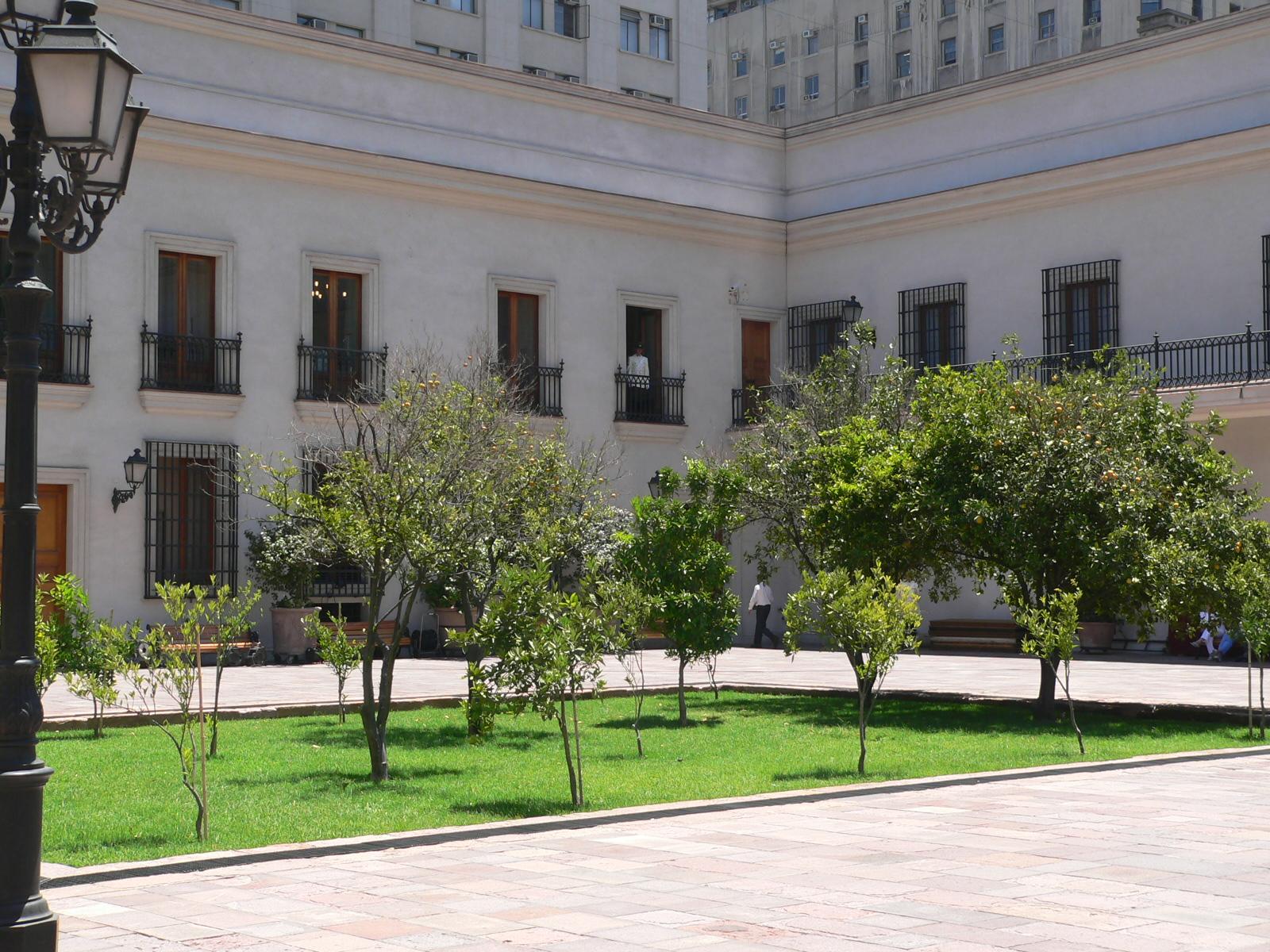 File:La Moneda-Patio de los Naranjos.jpg - Wikimedia Commons