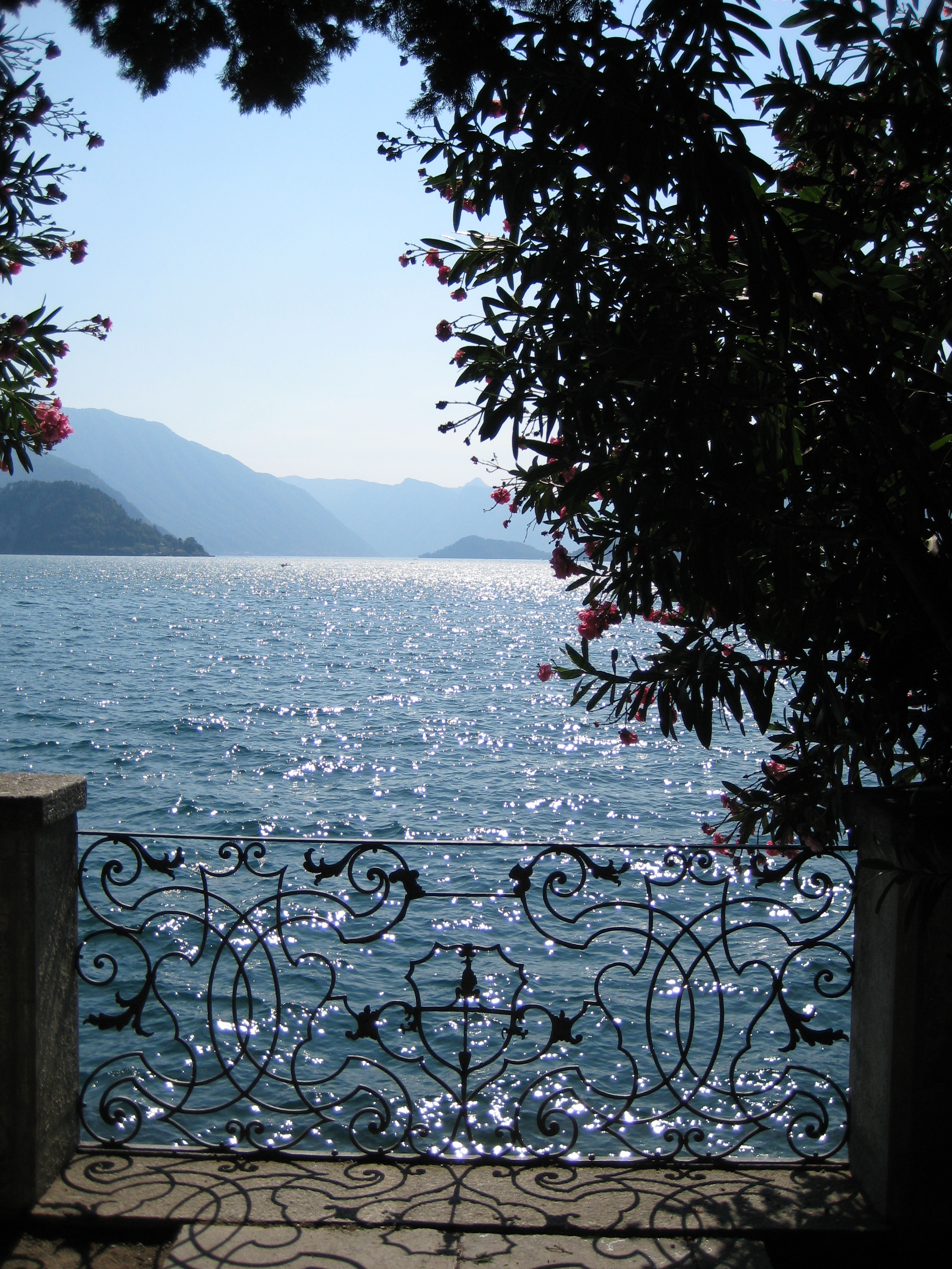 File:Lake Como from Varenna 02.jpg