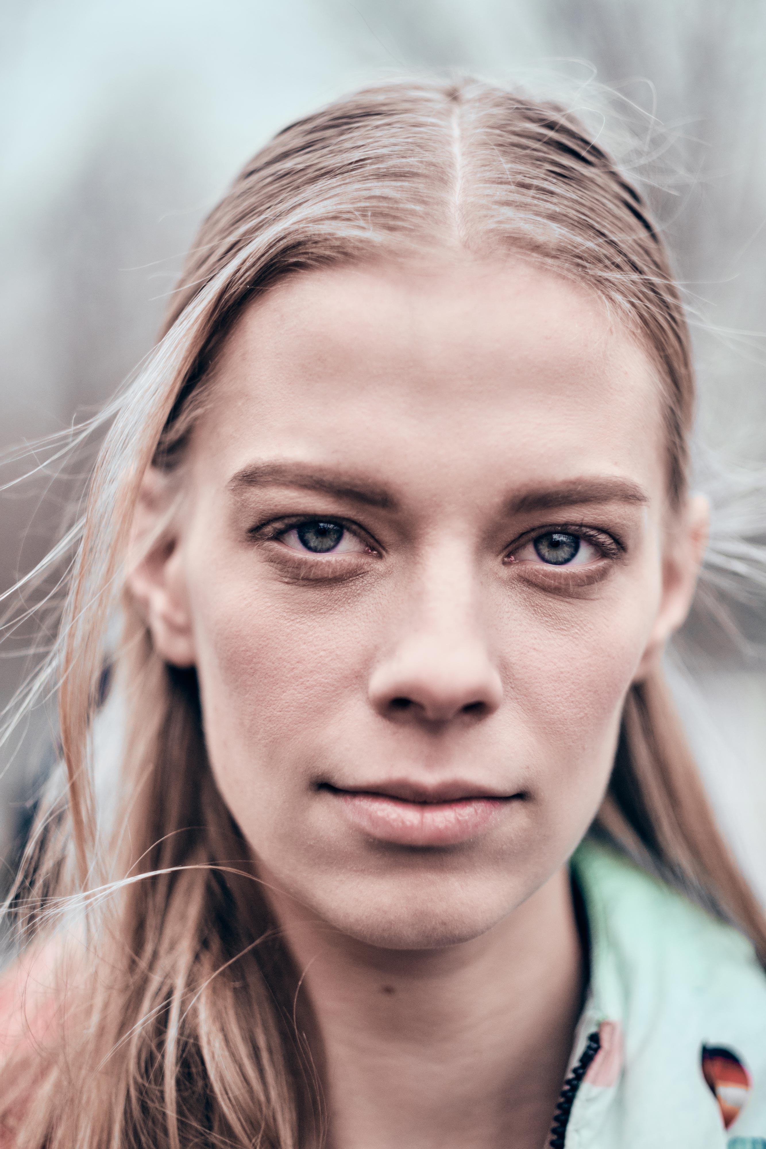 The 30-year old daughter of father (?) and mother(?) Lexi Boling in 2021 photo. Lexi Boling earned a  million dollar salary - leaving the net worth at 1 million in 2021