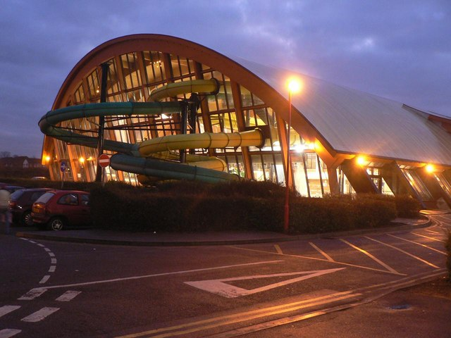 File Littledown Leisure Centre Water Slides Wikimedia Commons