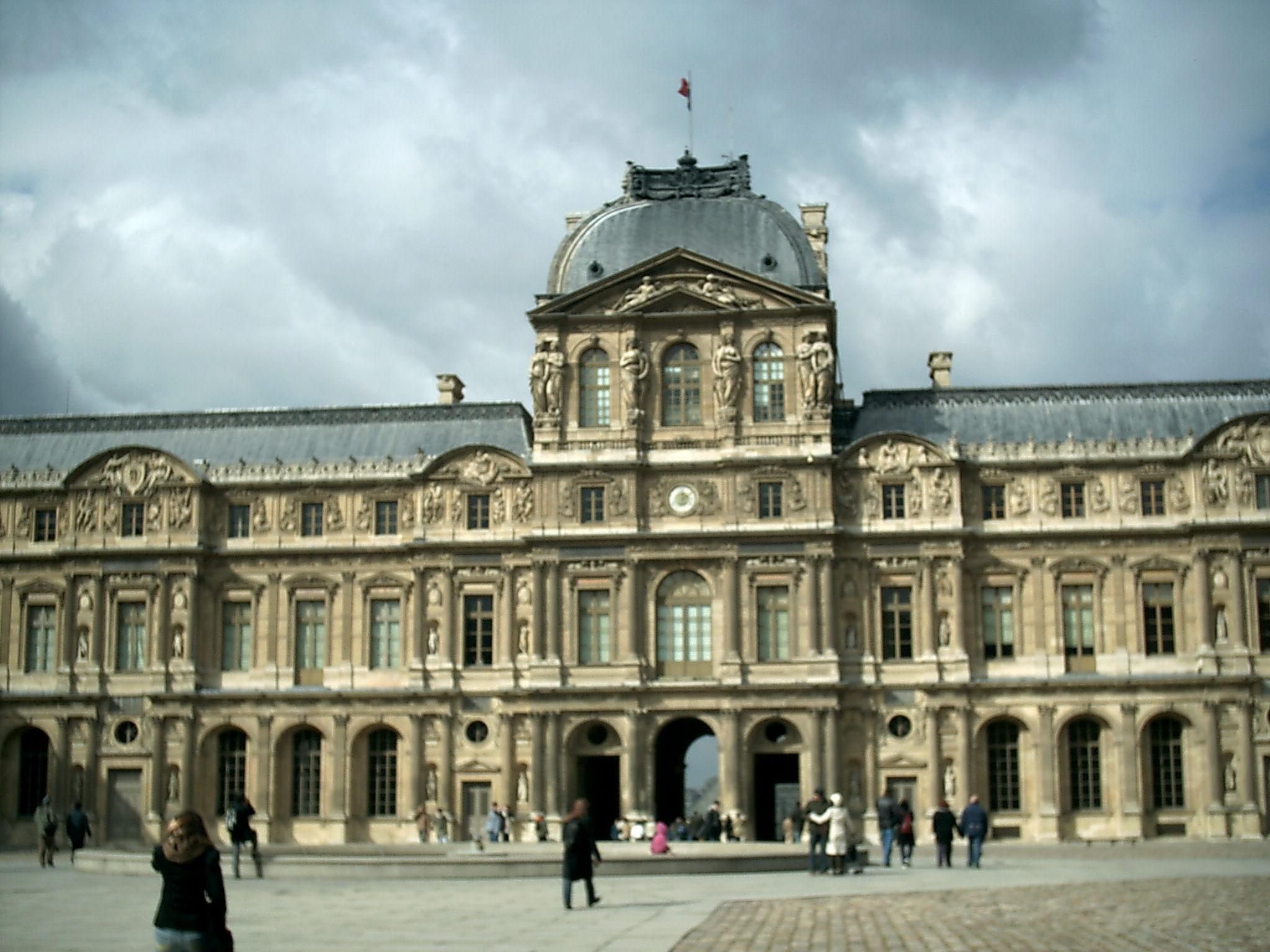 Резултат с изображение за Лувър е официално открит за посещения.