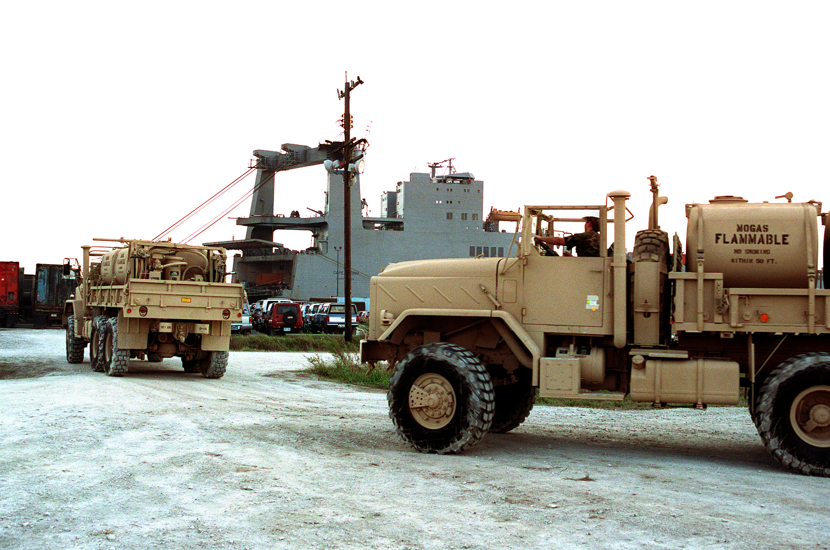 File:M939 5-ton fuel trucks, 1990.JPEG - Wikimedia Commons