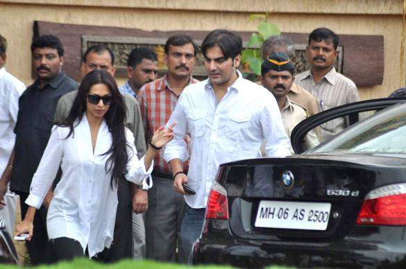 File:Malaika Arora, Arbaaz Khan visits Rajesh Khanna's home Aashirwad 06.jpg