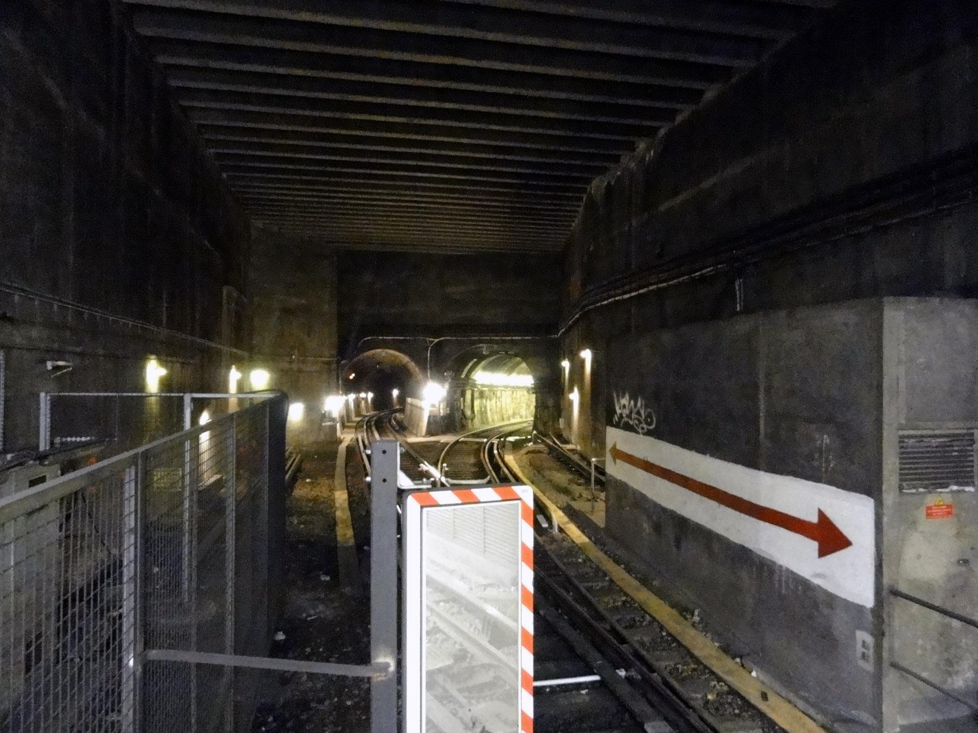 File Metro De Paris Ligne 13 Porte De Clichy 07 Jpg Wikimedia