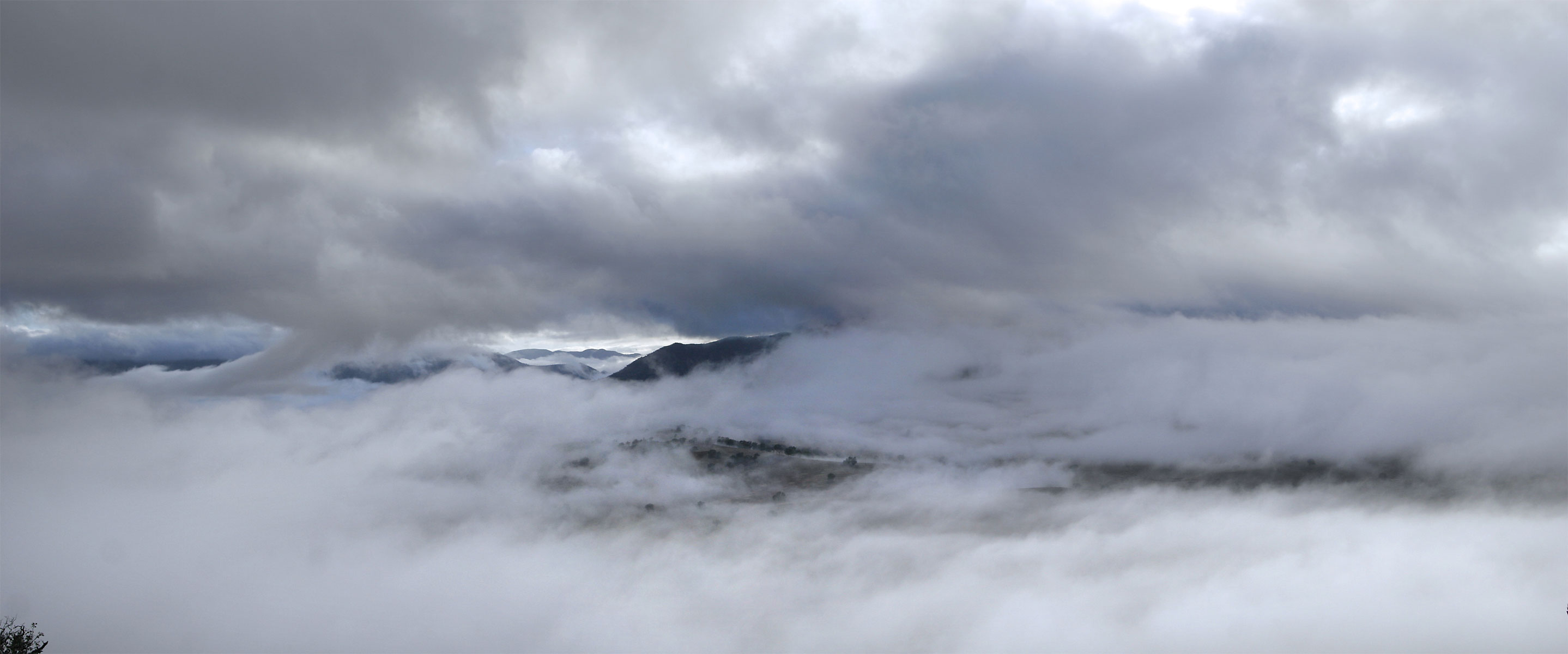 File:Mist-panorama.jpg