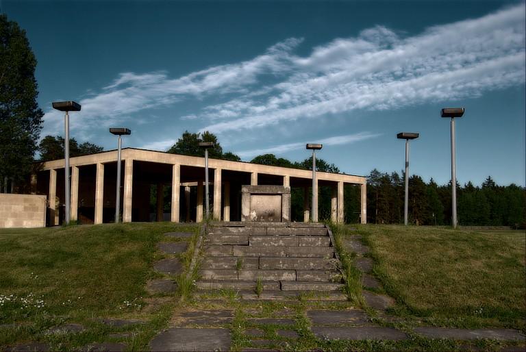 File:Monumenthallen, Skogskyrkogården, Stockholm, Sverige.jpg