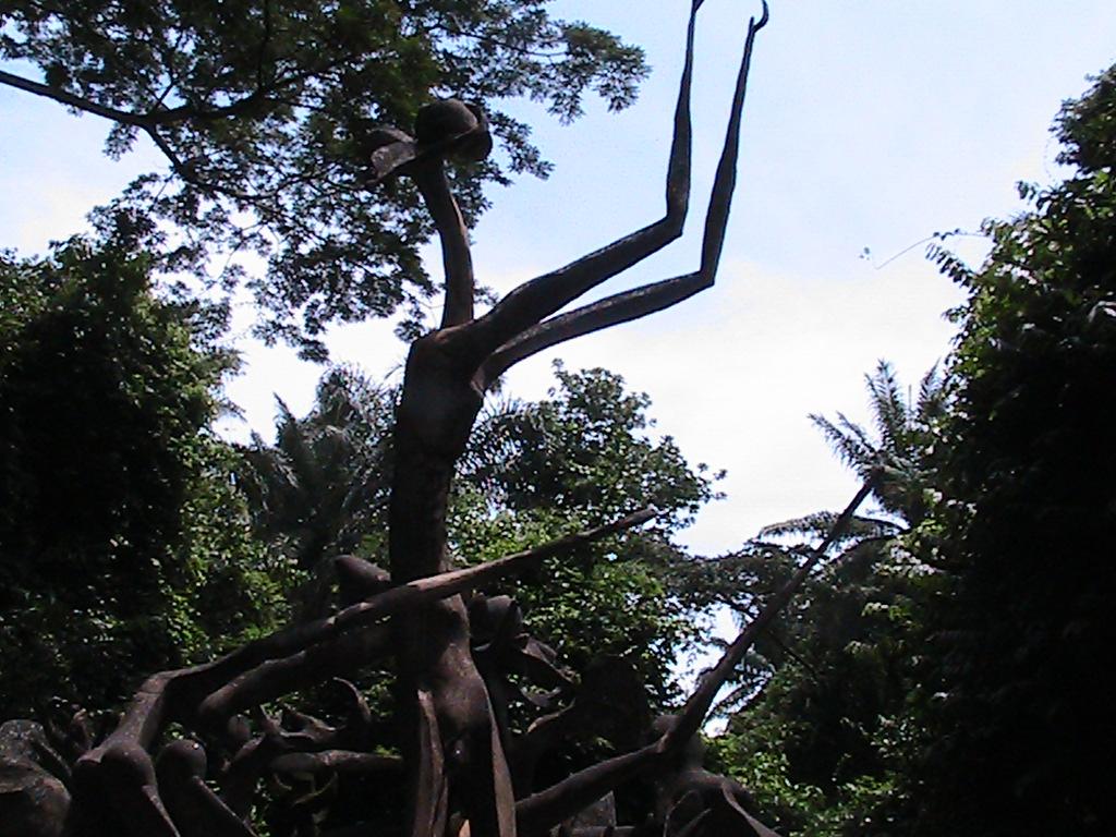 File:Obatala statue at River side Shrine and Sacred Grove of