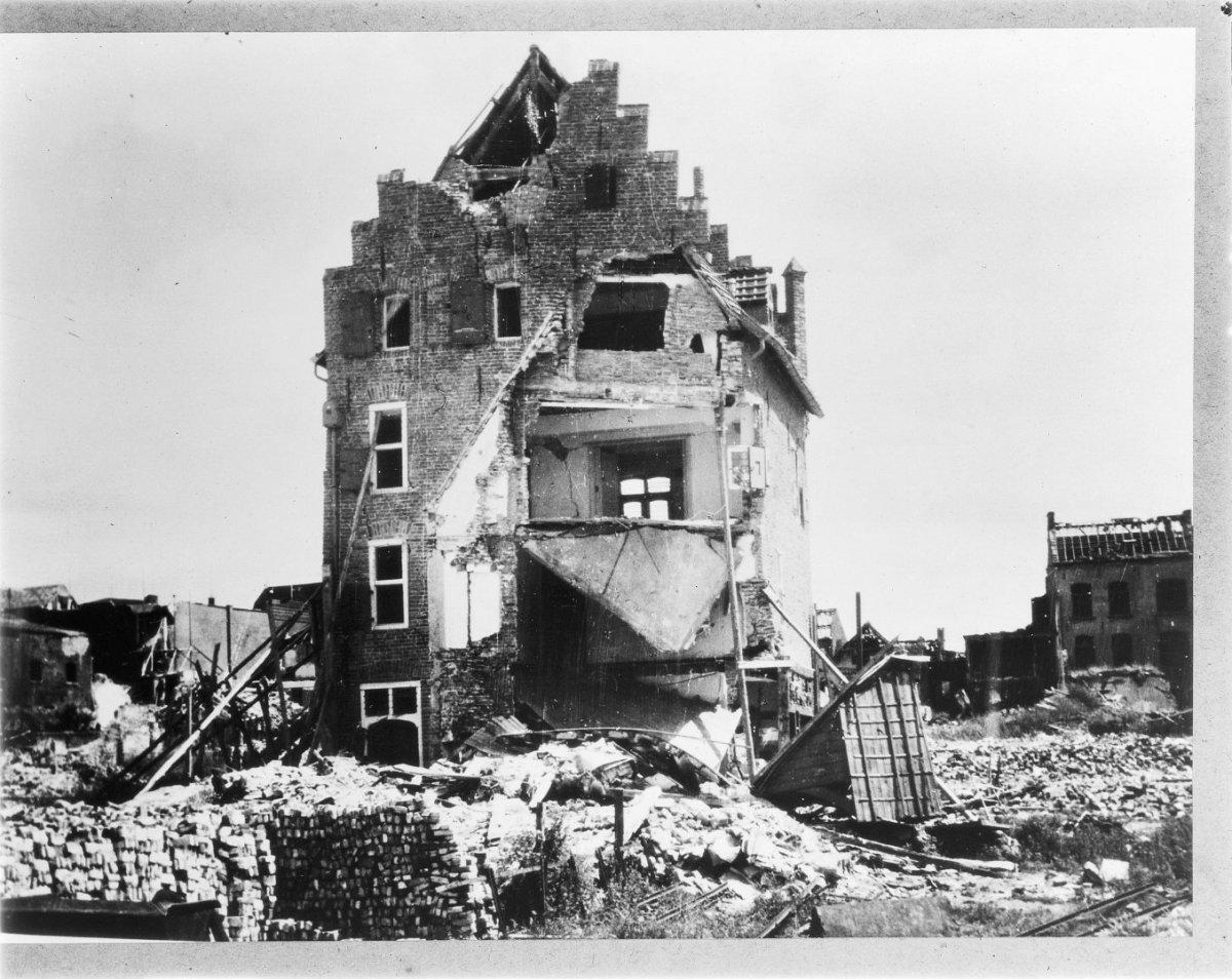 File:Oorlogsschade, reproductie 1945 - Venlo - 20241313 - RCE.jpg -  Wikimedia Commons