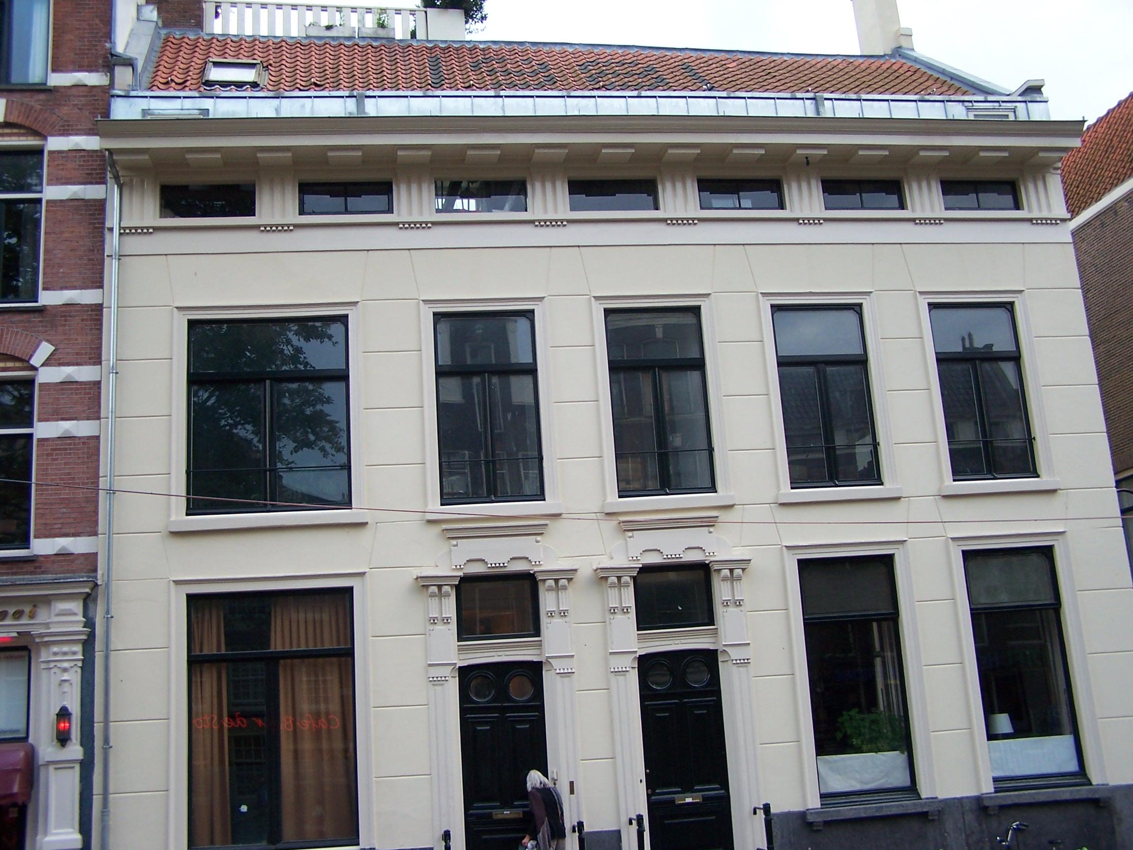 Dwarshuis onder een dak met het nummer 119 in amsterdam monument - Kantoor onder het dak ...
