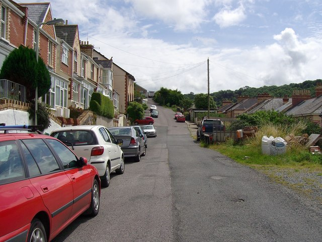File:Park Hill Road looking towards the far end - geograph.org.uk - 1409292.jpg