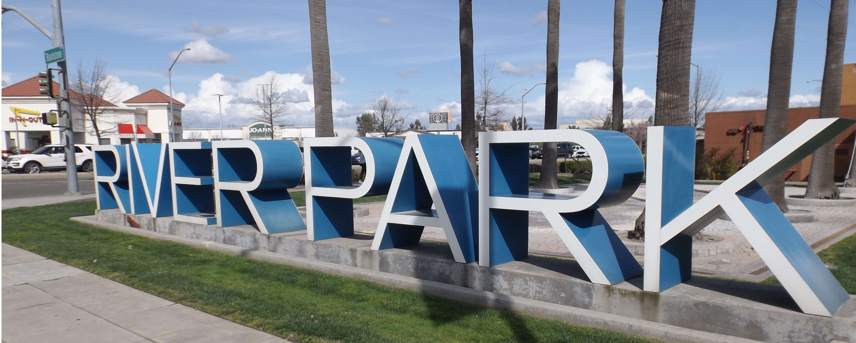 River Park Shopping Center's Sign (Fresno, CA).png