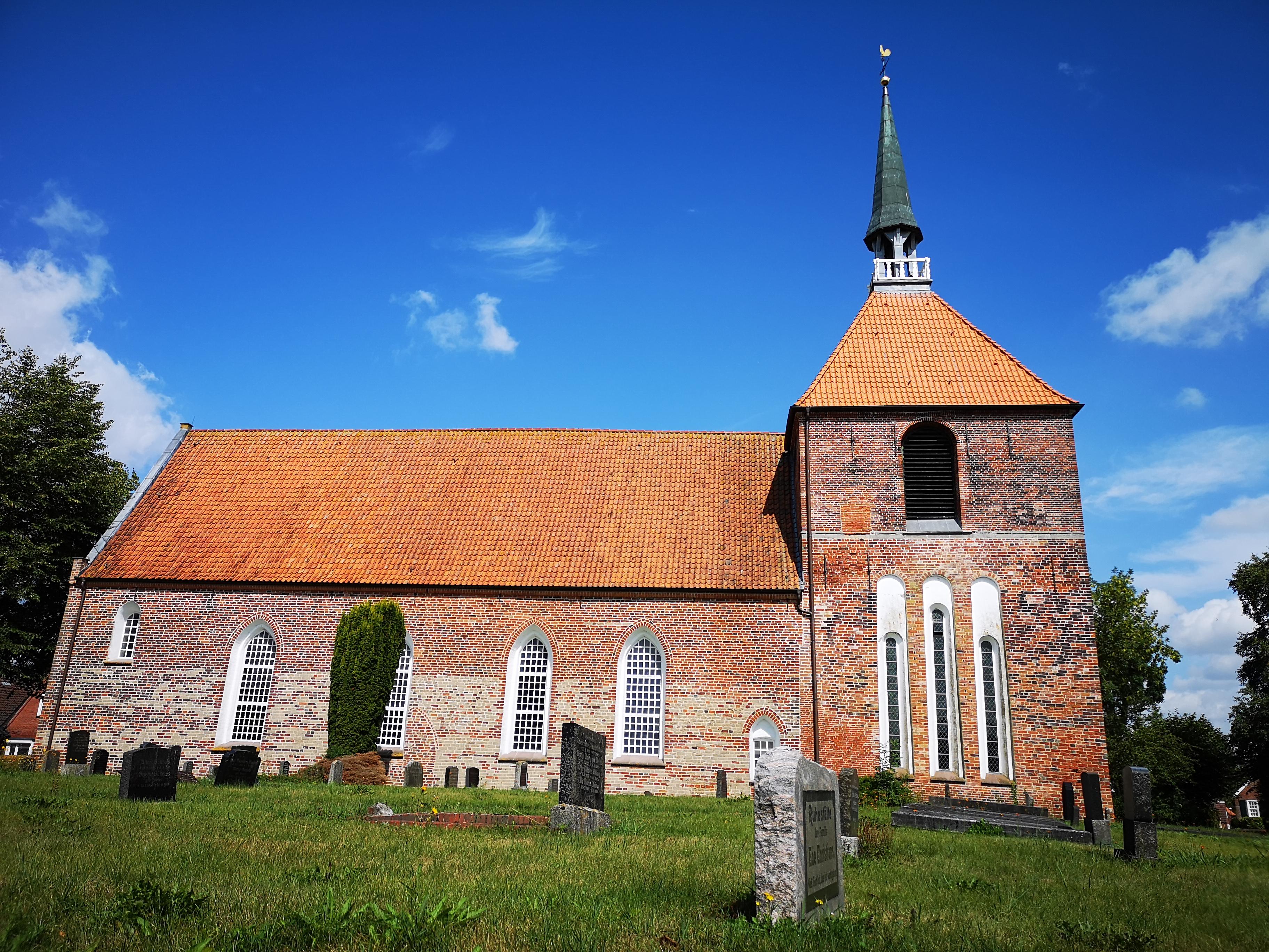 Rysumer Kirche.jpg