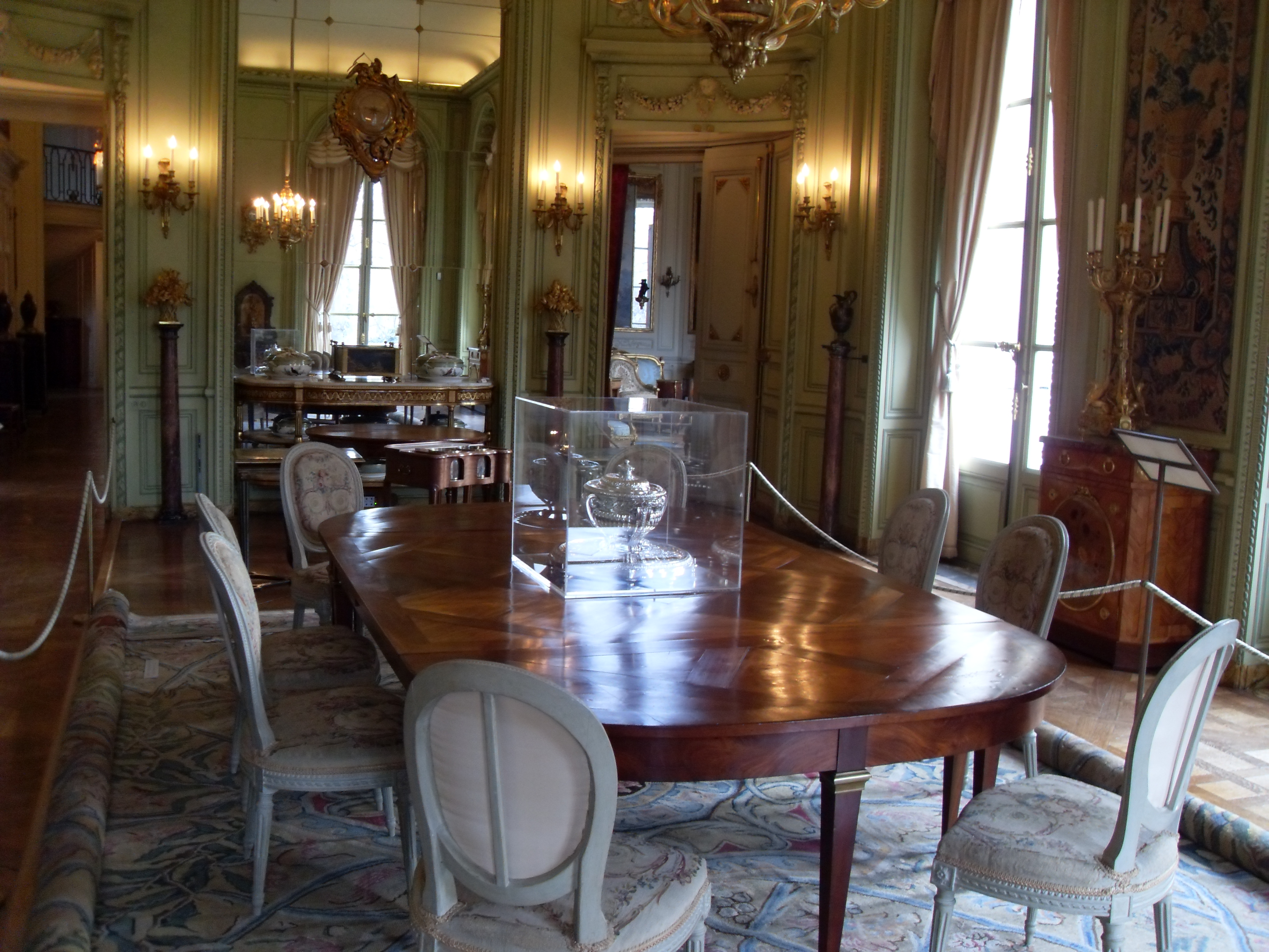 File salle a manger du musee nissim de camondo jpg for Salle a manger in english