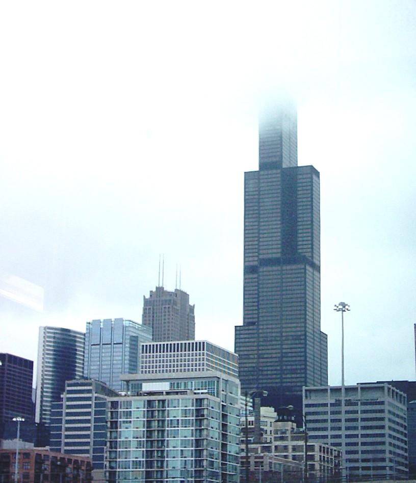 Dumm gelaufen, nix gesehen: Der Sears Tower im Nebel (Foto via Wikipedia)