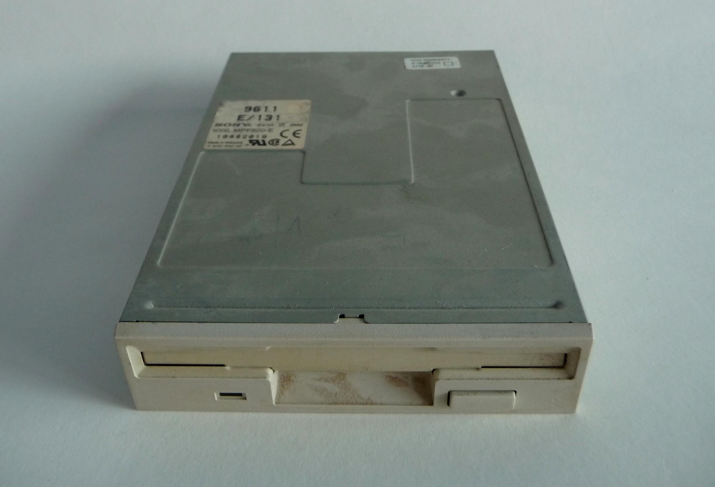 "File:Sony MPF920 F 1.44 MB 3.5"" Floppy Drive (2).jpg ..."