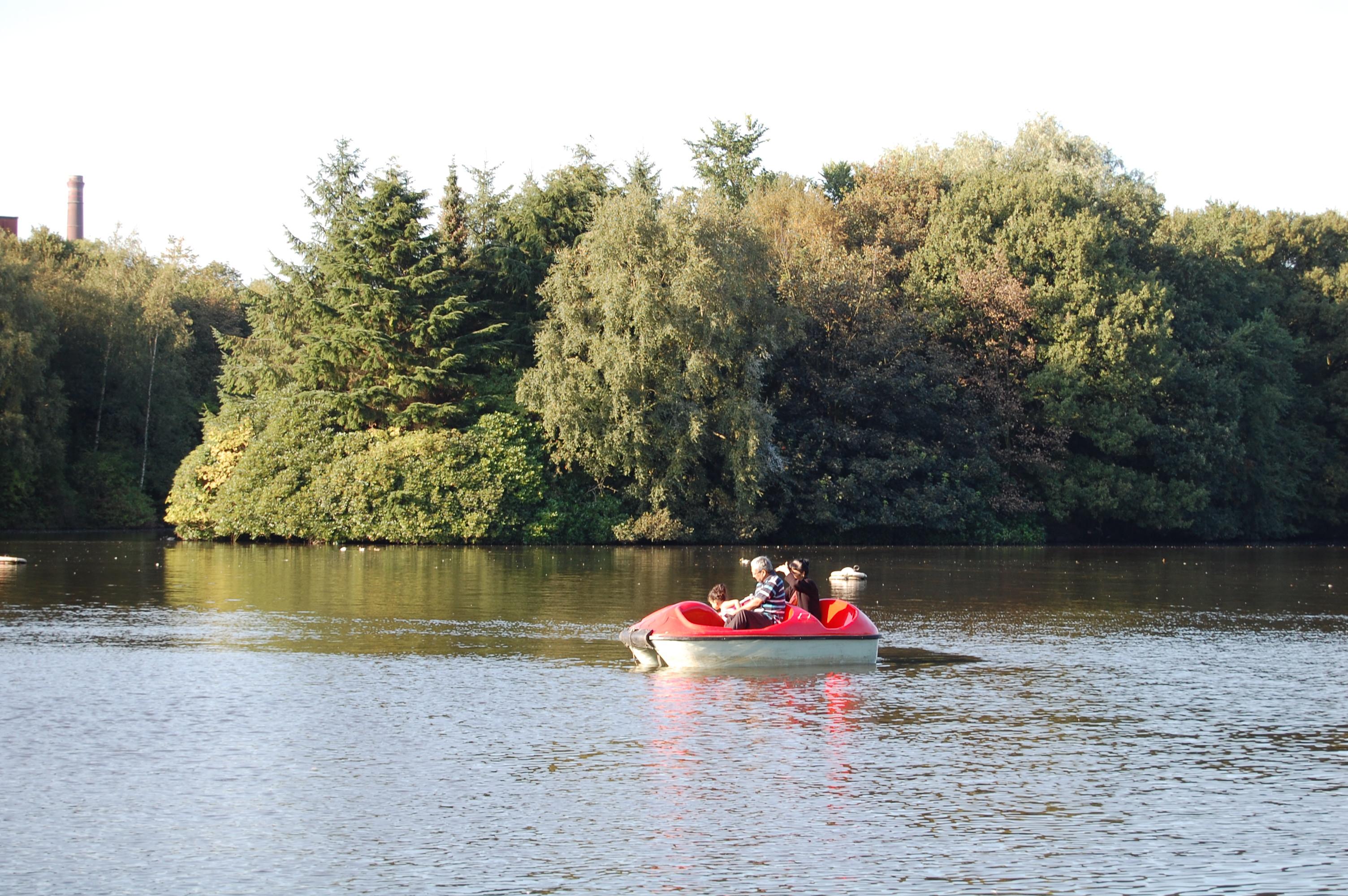 Stalybridge_ _Stamford_Park_Boating_Lake
