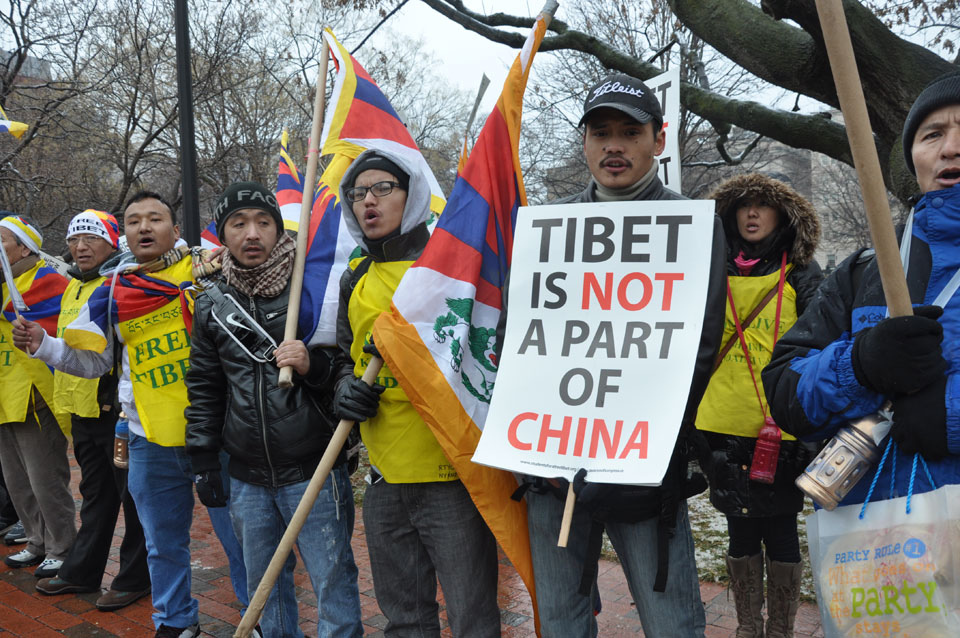 Description Students for a Free Tibet Protesters marched to Lafayette ...