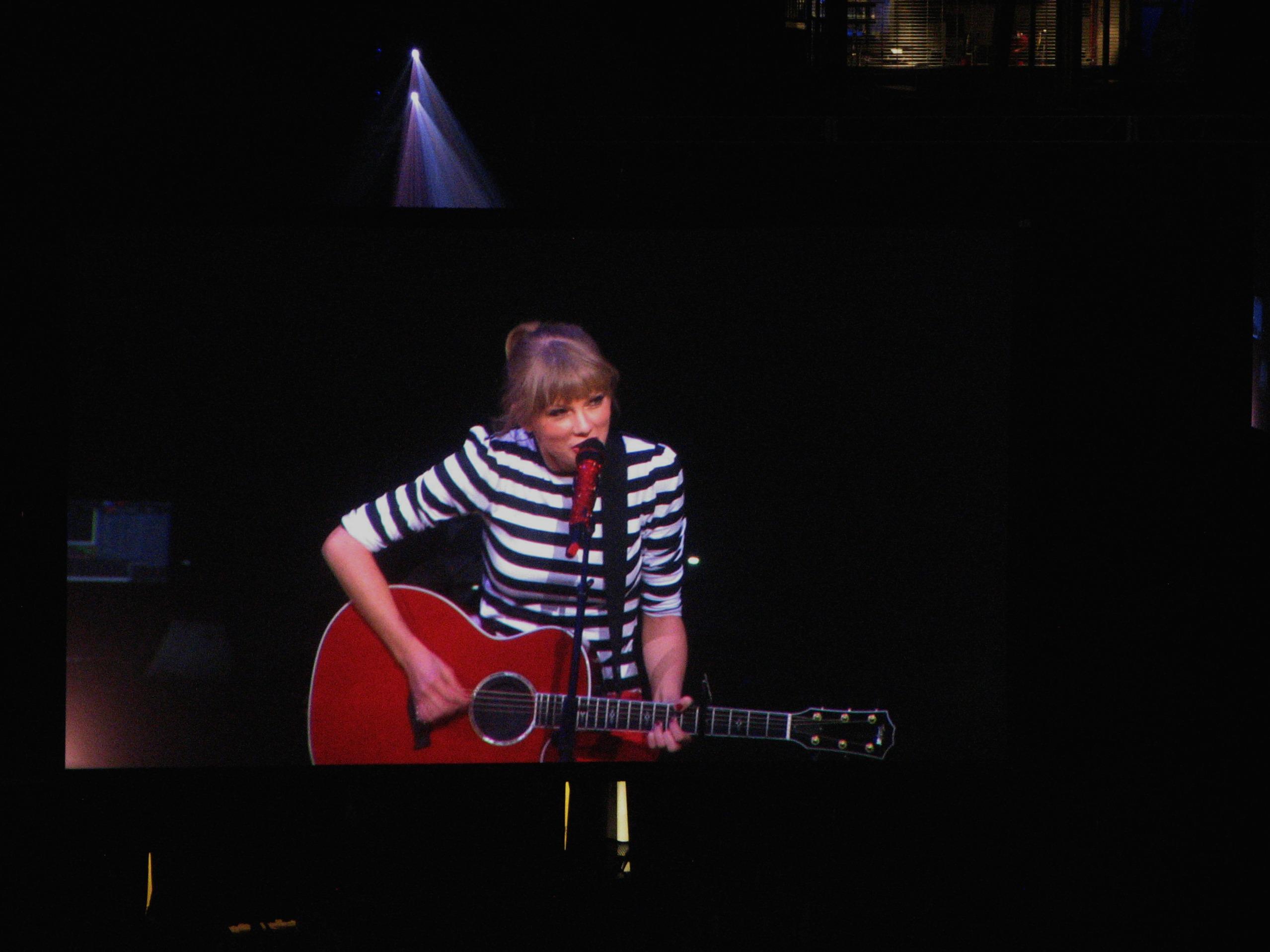 File Taylor Swift IMG 0306 (9926892725).jpg - Wikimedia Commons 8b670cd4ef
