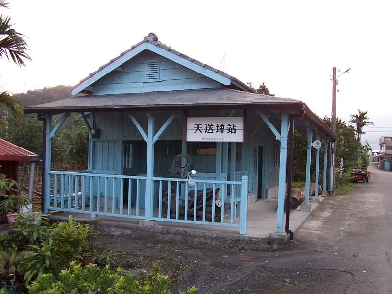 https://upload.wikimedia.org/wikipedia/commons/0/07/Tien-sung-pi_Station_01.jpg