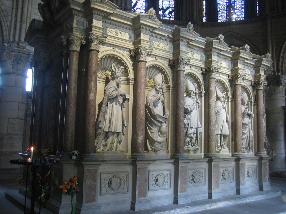 Remigius' grav i koret i basilikaen Saint-Remi i Reims