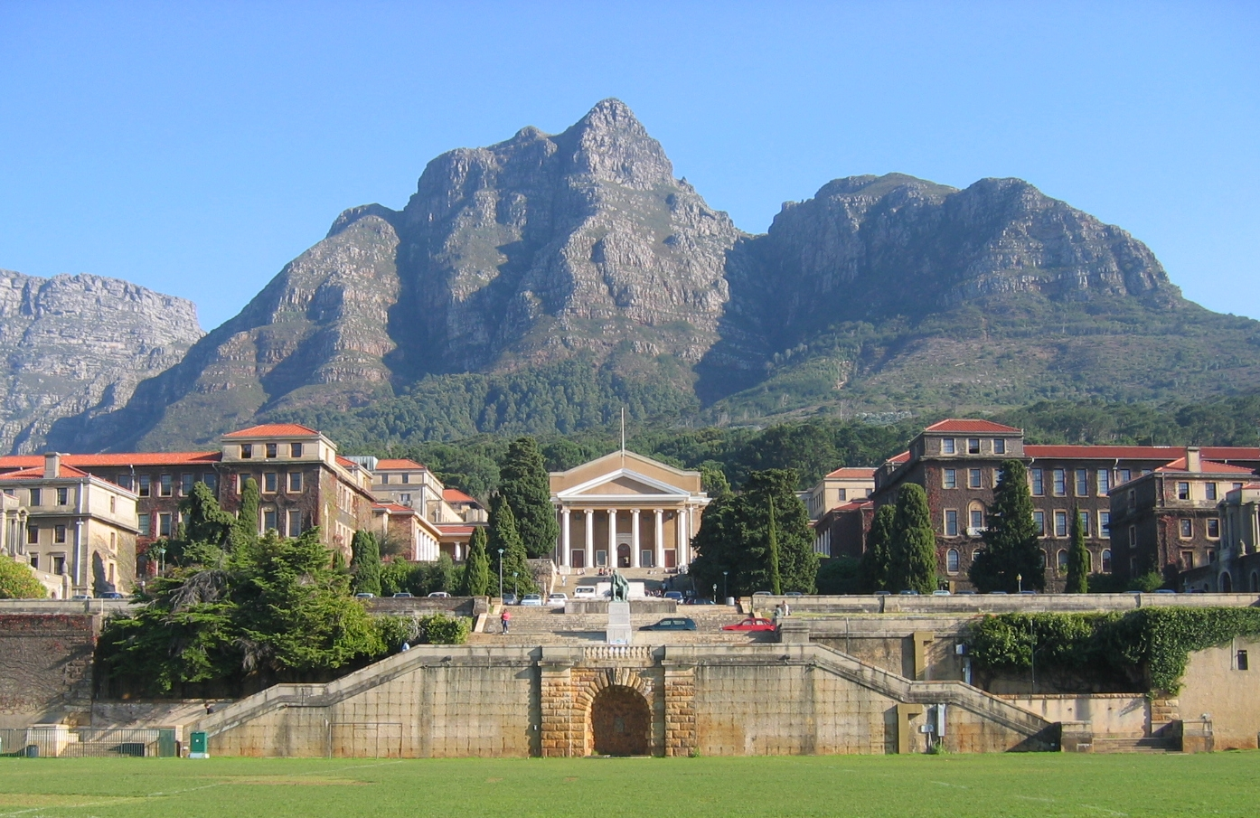 Die University of Cape Town, S�dafrika; Photo: Adrian Frith / Wikimedia Commons