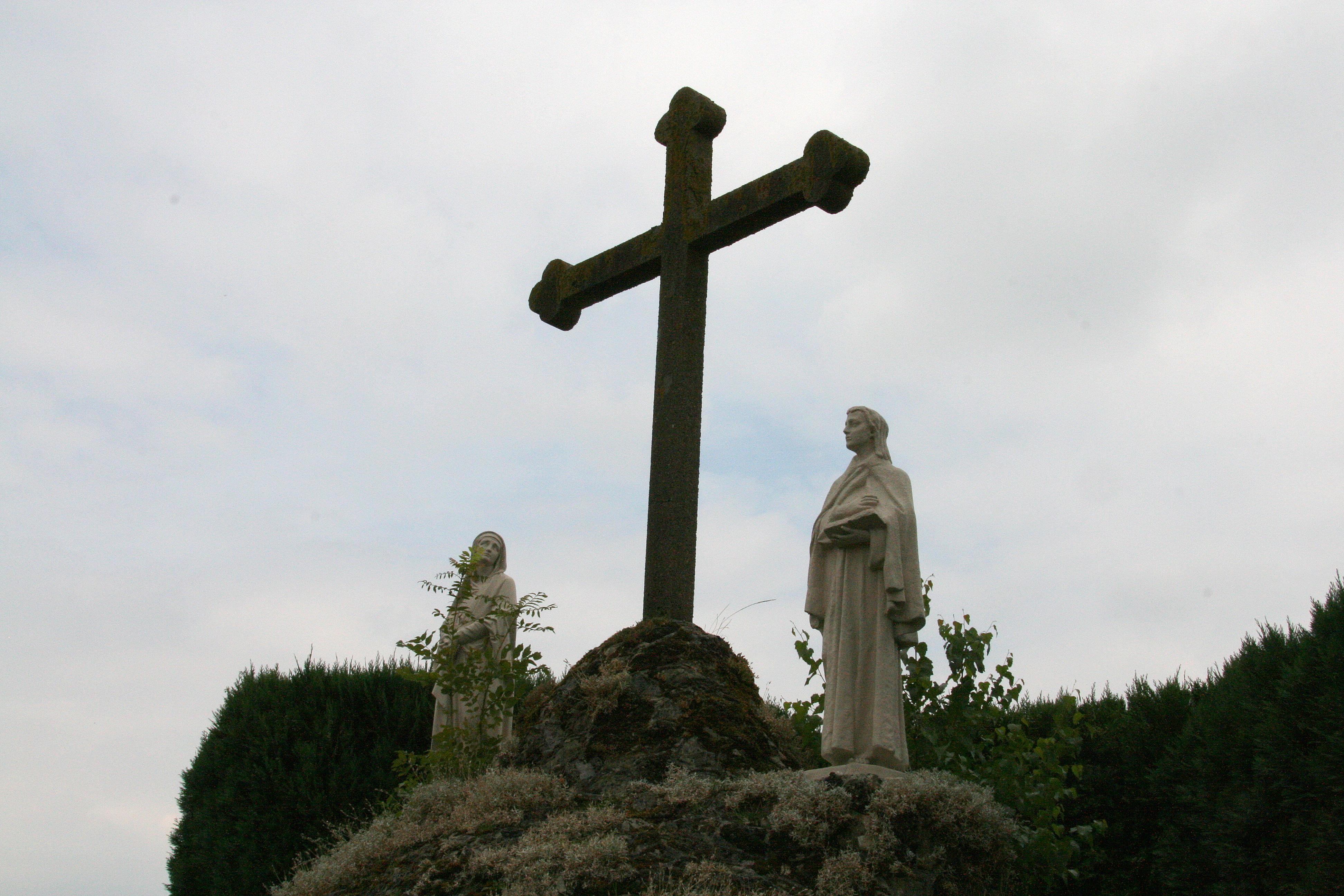 Sint lambertus in vessem monument - Hek begroeide ...