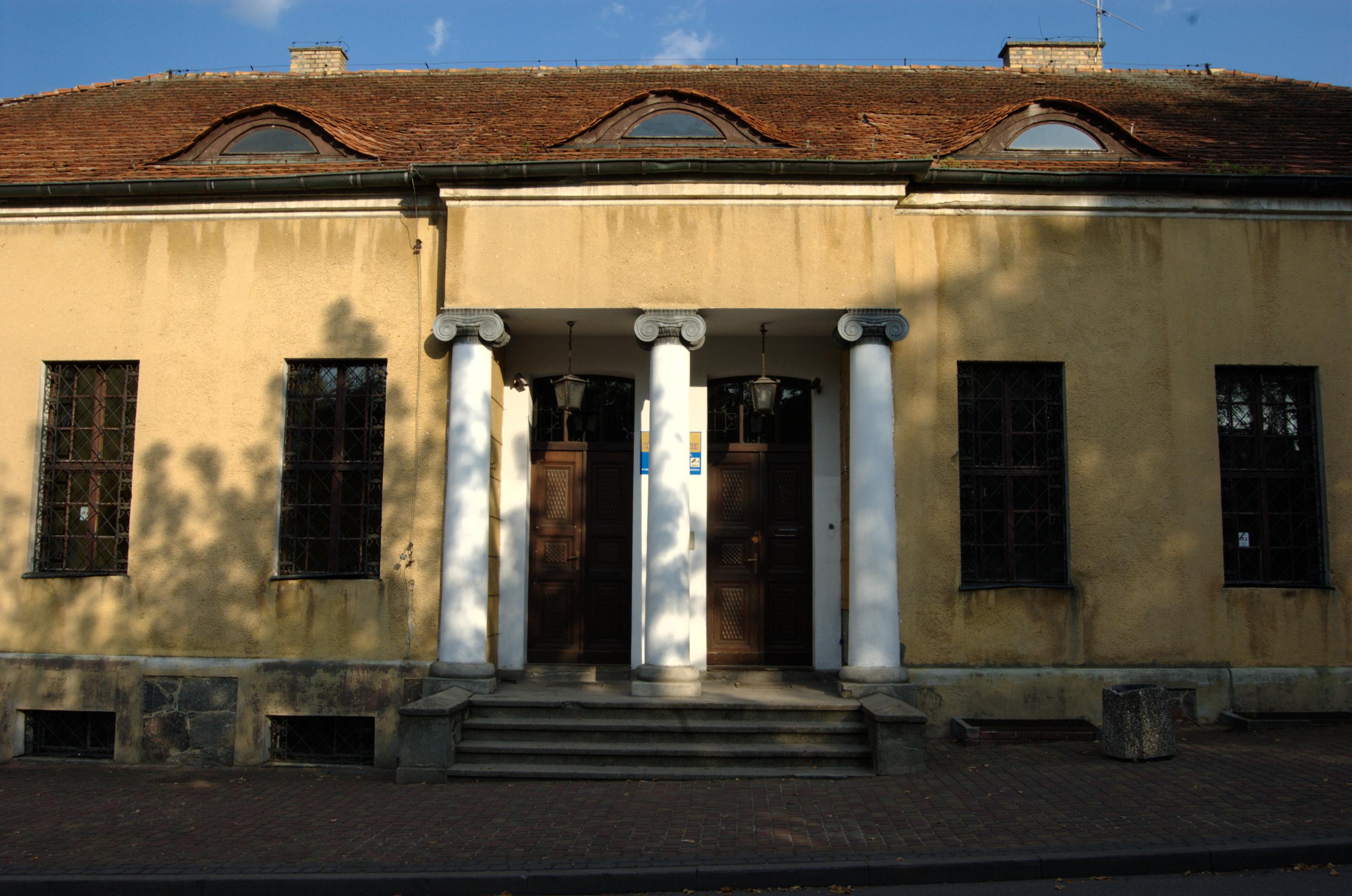 Plik:Wałcz, Muzeum Ziemi Wałeckiej 01.png – Wikipedia, wolna encyklopedia