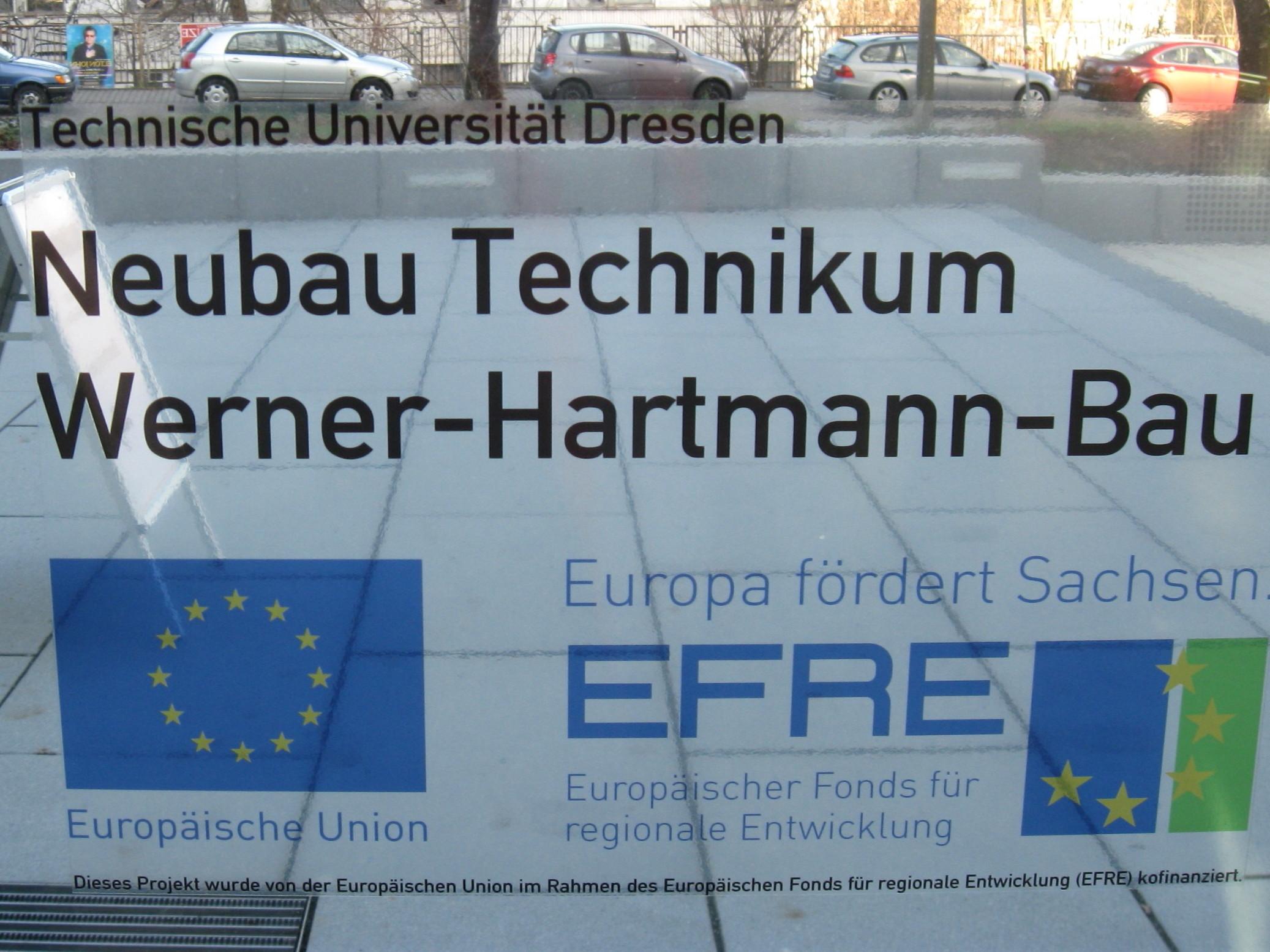 Datei:Werner-Hartmann-Bau-Tafel.jpg – Wikipedia