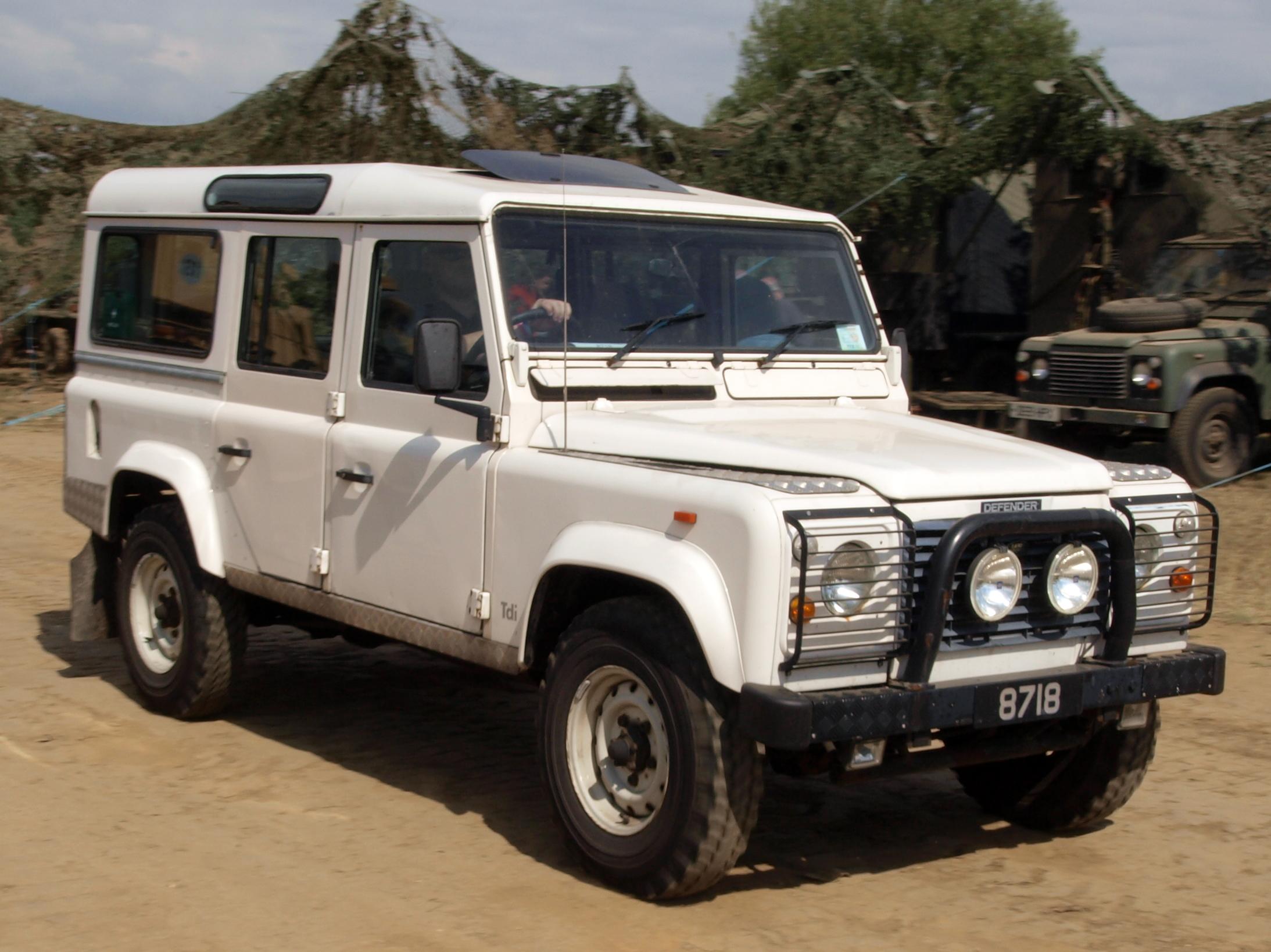 File White Land Rover Defender Jpg Wikimedia Commons