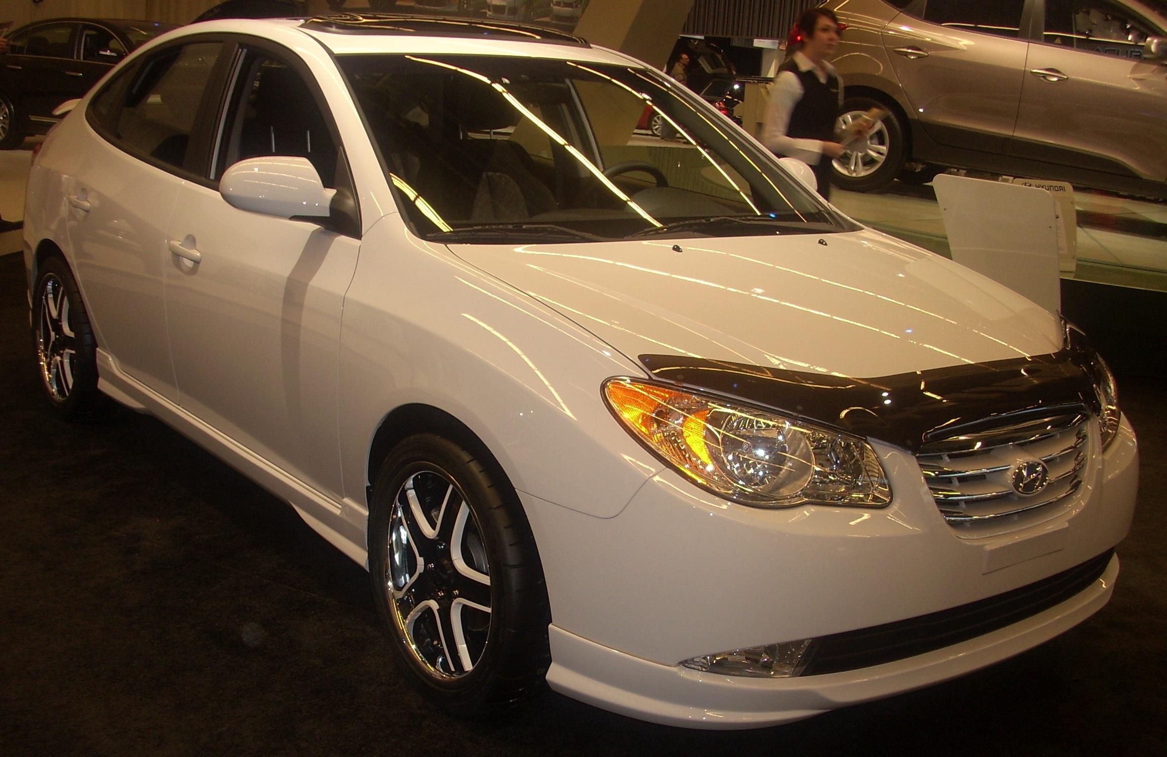 File:'10 Hyundai Elantra (MIAS '10).jpg - Wikimedia Commons