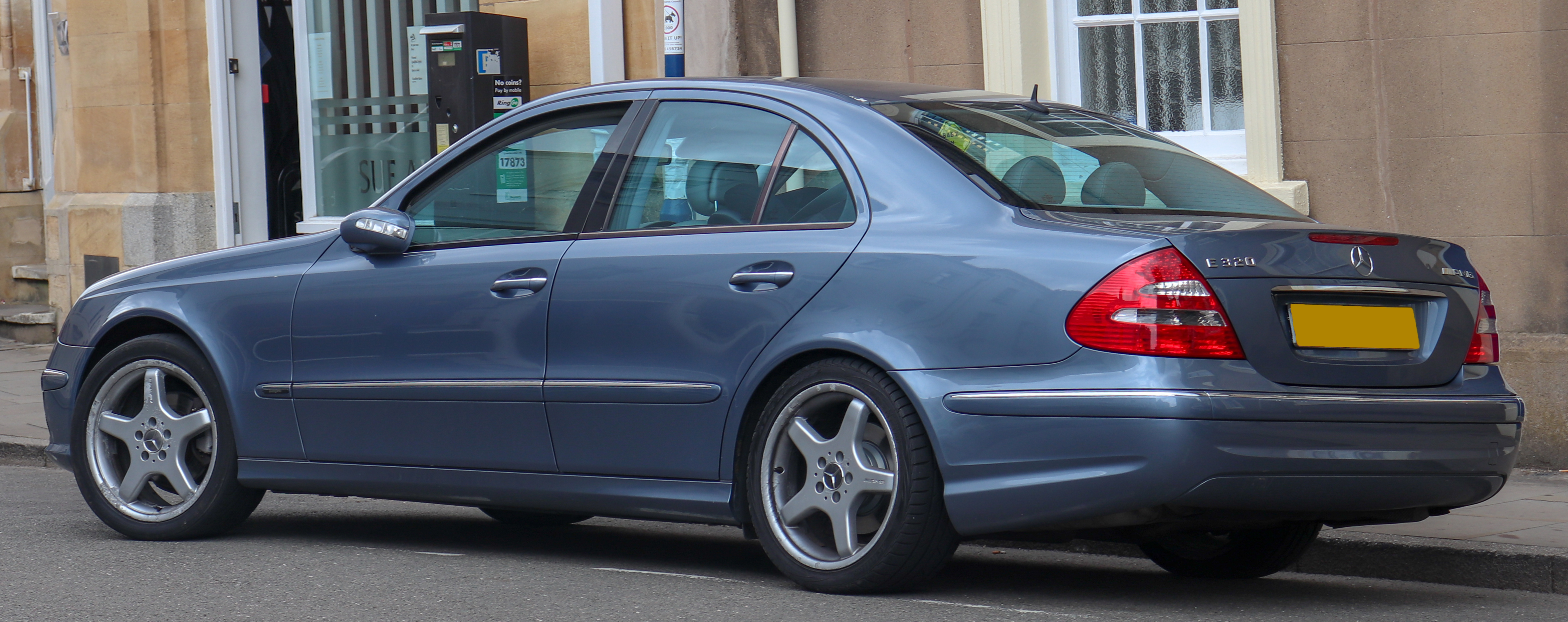 File:2004 Mercedes Benz E320 CDi Avantgarde Automatic 3.2 (With AMG  Aesthetic)