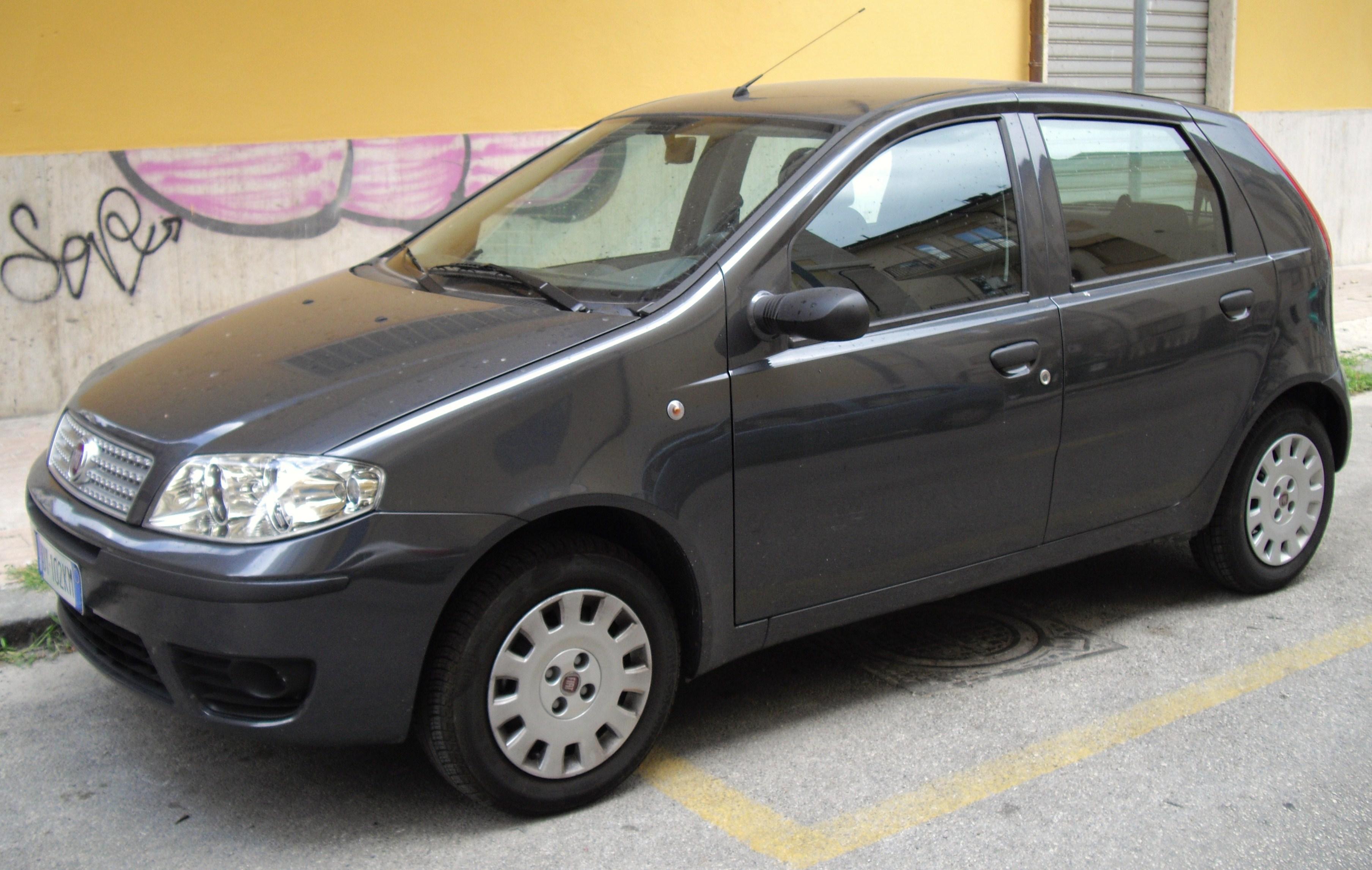 Description 2009 Fiat Punto Classic 188 front.JPG
