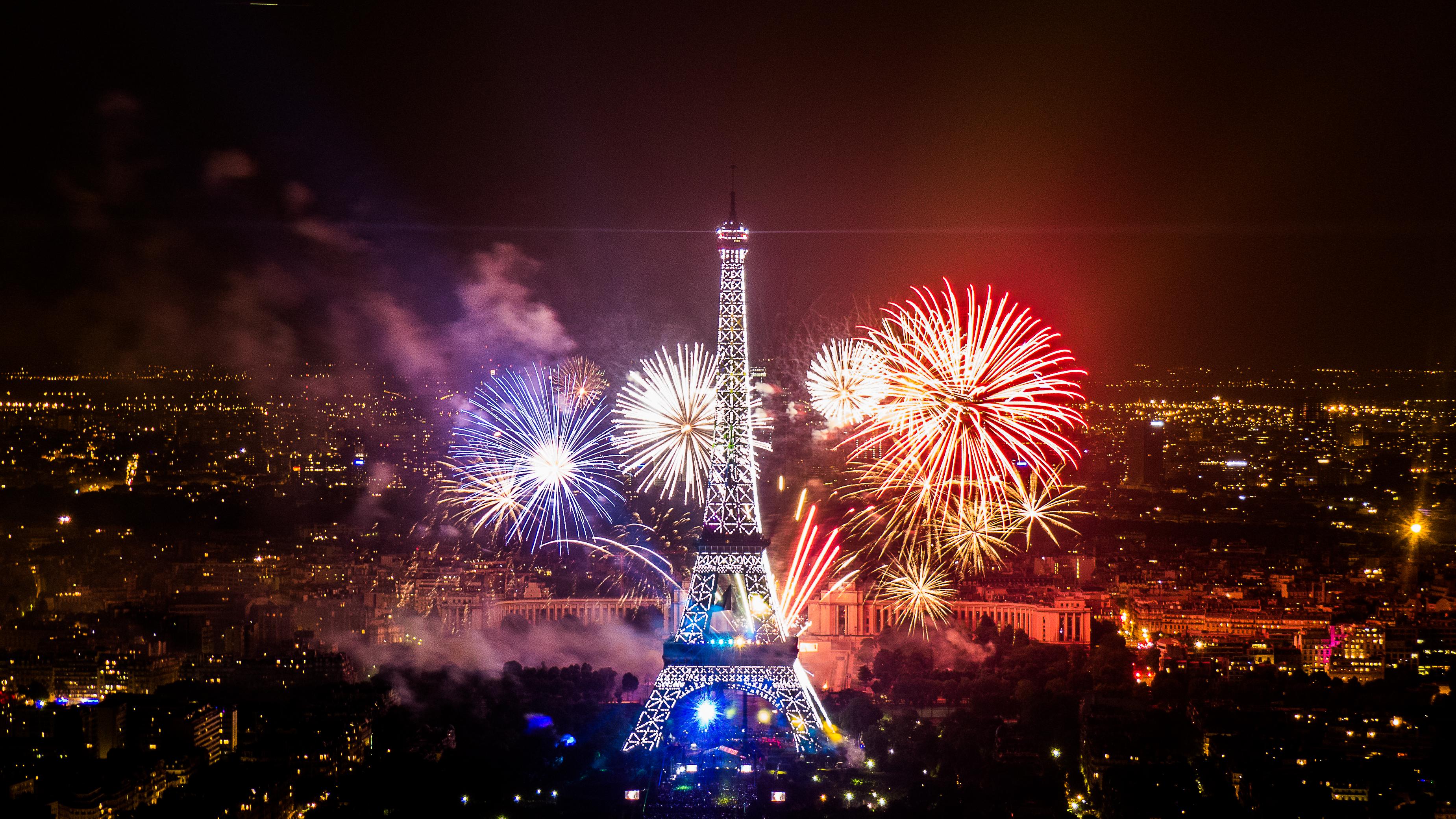file:2013 fireworks on eiffel tower 10 - wikimedia commons
